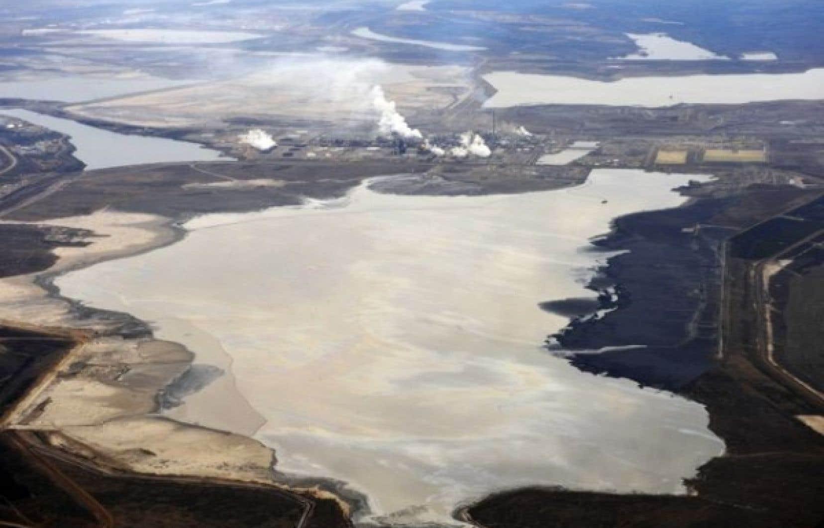 Selon l'IRÉC, les investissements de la Caisse dans le secteur des sables bitumineux vont «directement à l'encontre des orientations politiques en matière de lutte aux changements climatiques» adoptées par le gouvernement du Québec.