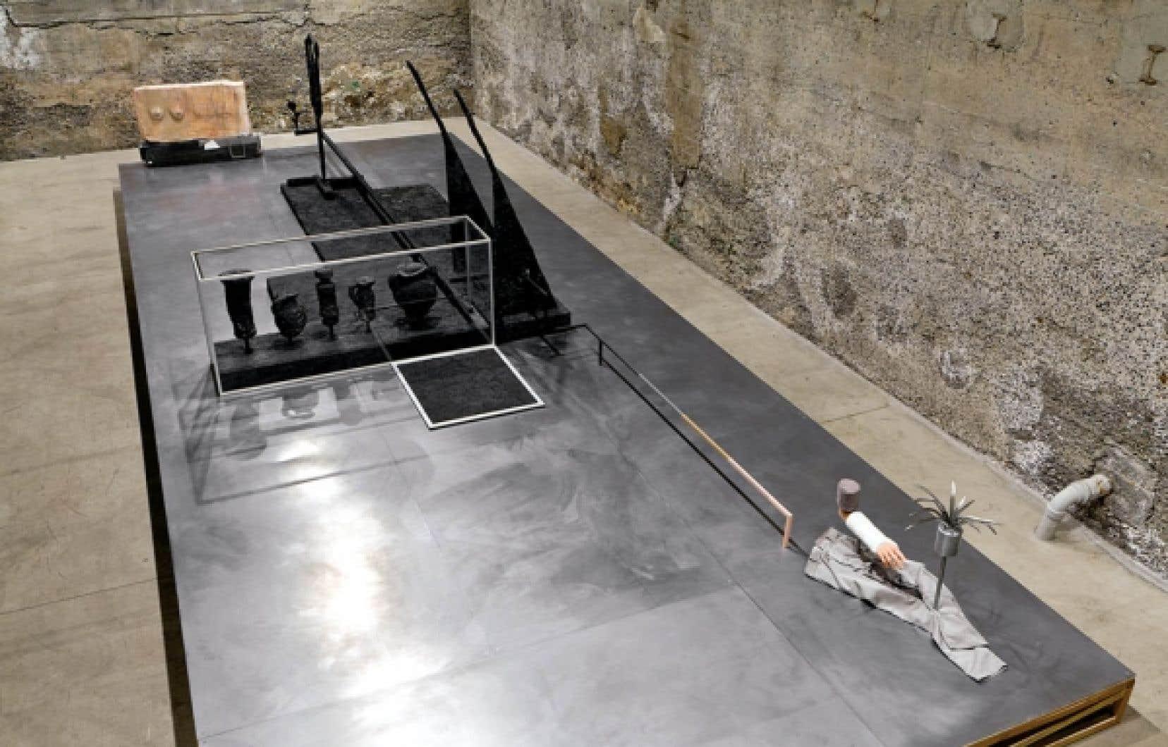Une vue générale de l'œuvre de Michael Jones McKean. Avec la permission de la Parisian Laundry.<br />