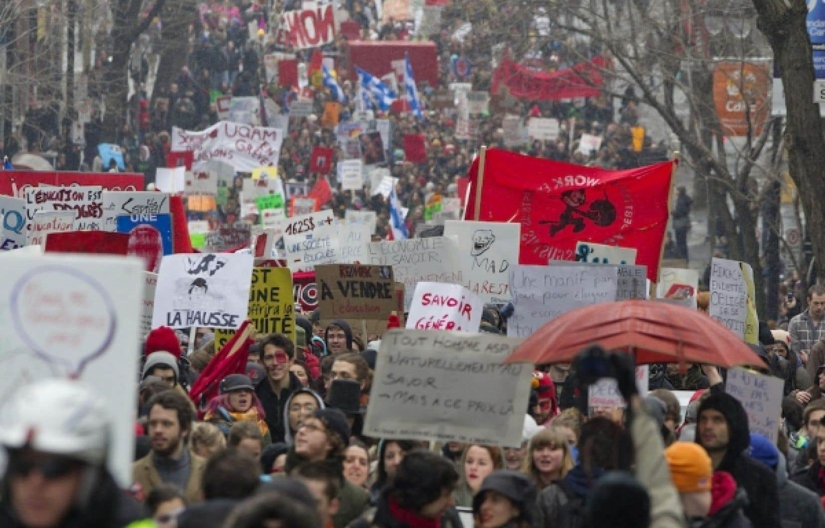 Des milliers d'étudiants manifestent cet après-midi à Montréal.
