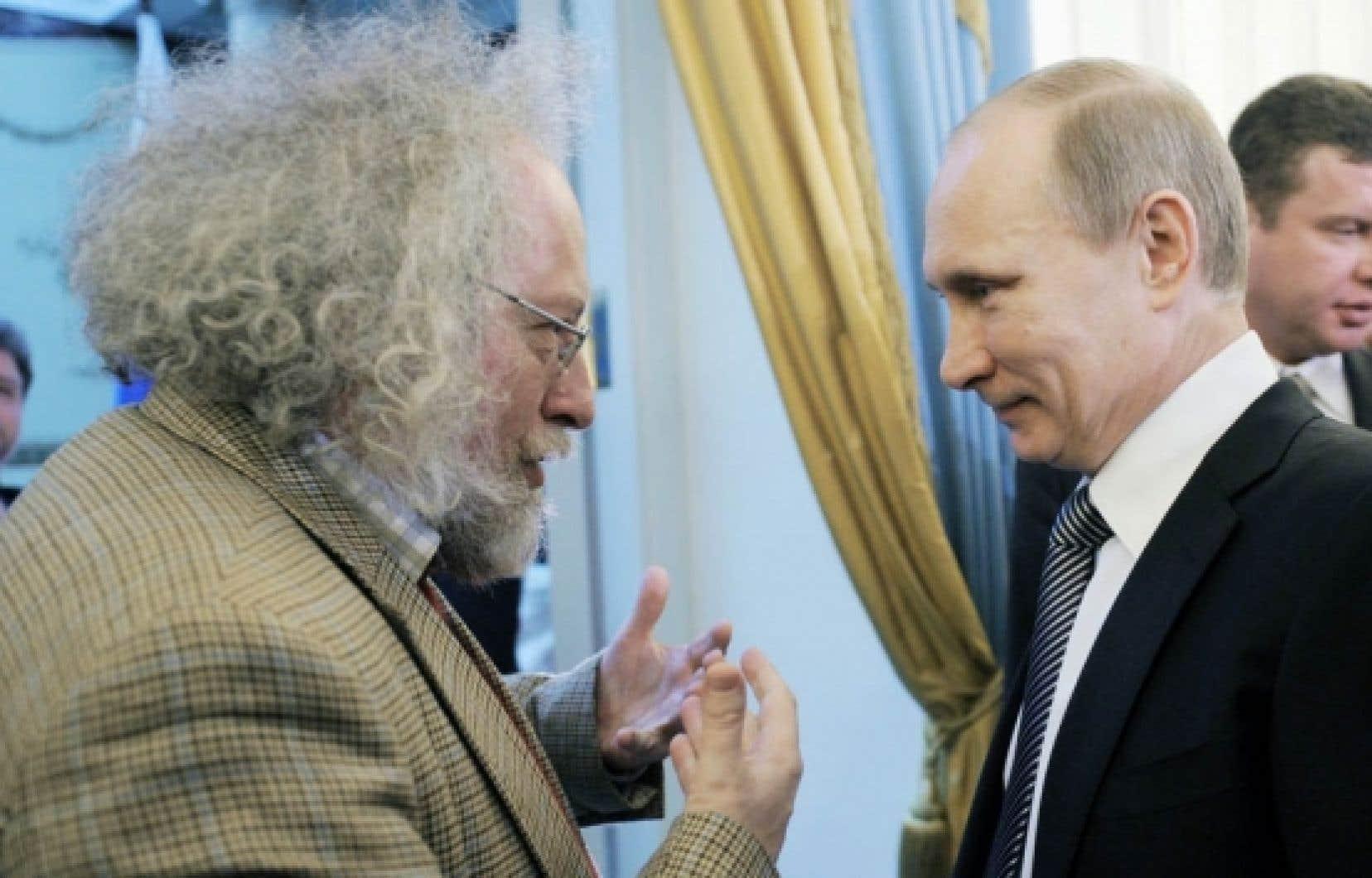 La semaine dernière, le rédacteur en chef d'Echo Moskvy, Aleksei A. Venediktov (à gauche), démissionnait du conseil d'administration en signe de protestation après que l'actionnaire principal de la radio, Gazprom, eut annoncé un changement au sein de ce conseil, à l'encontre de la volonté de la direction. On voit ici M. Venediktov en janvier dernier avec Vladimir Poutine.<br />