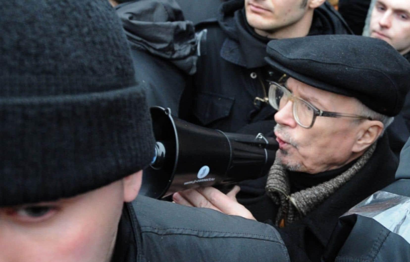 Édouard Veniaminovitch Savenko, alias Limonov, 68 ans, poète, aventurier et politicien des extrêmes devant l'Éternel. «Dans un état policier comme le nôtre, l'important est de mettre fin au régime de Poutine», dit-il. <br />