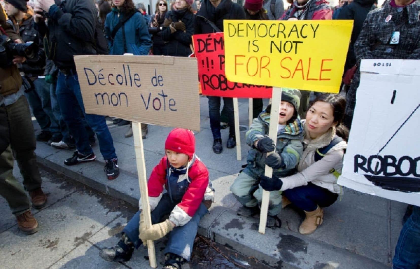 Certains manifestants ont demand&eacute; la tenue de nouveaux scrutins dans les circonscriptions o&ugrave; des irr&eacute;gularit&eacute;s auraient &eacute;t&eacute; commises.<br />