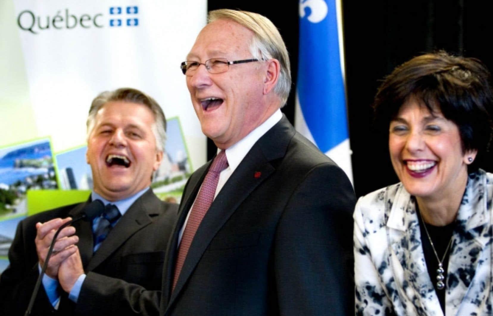 Le ministre des Affaires municipales, Laurent Lessard, le maire de Montr&eacute;al, G&eacute;rald Tremblay, et la pr&eacute;sidente du Conseil du tr&eacute;sor, Michelle Courchesne, &eacute;taient visiblement heureux d&rsquo;officialiser le PMAD.<br />
