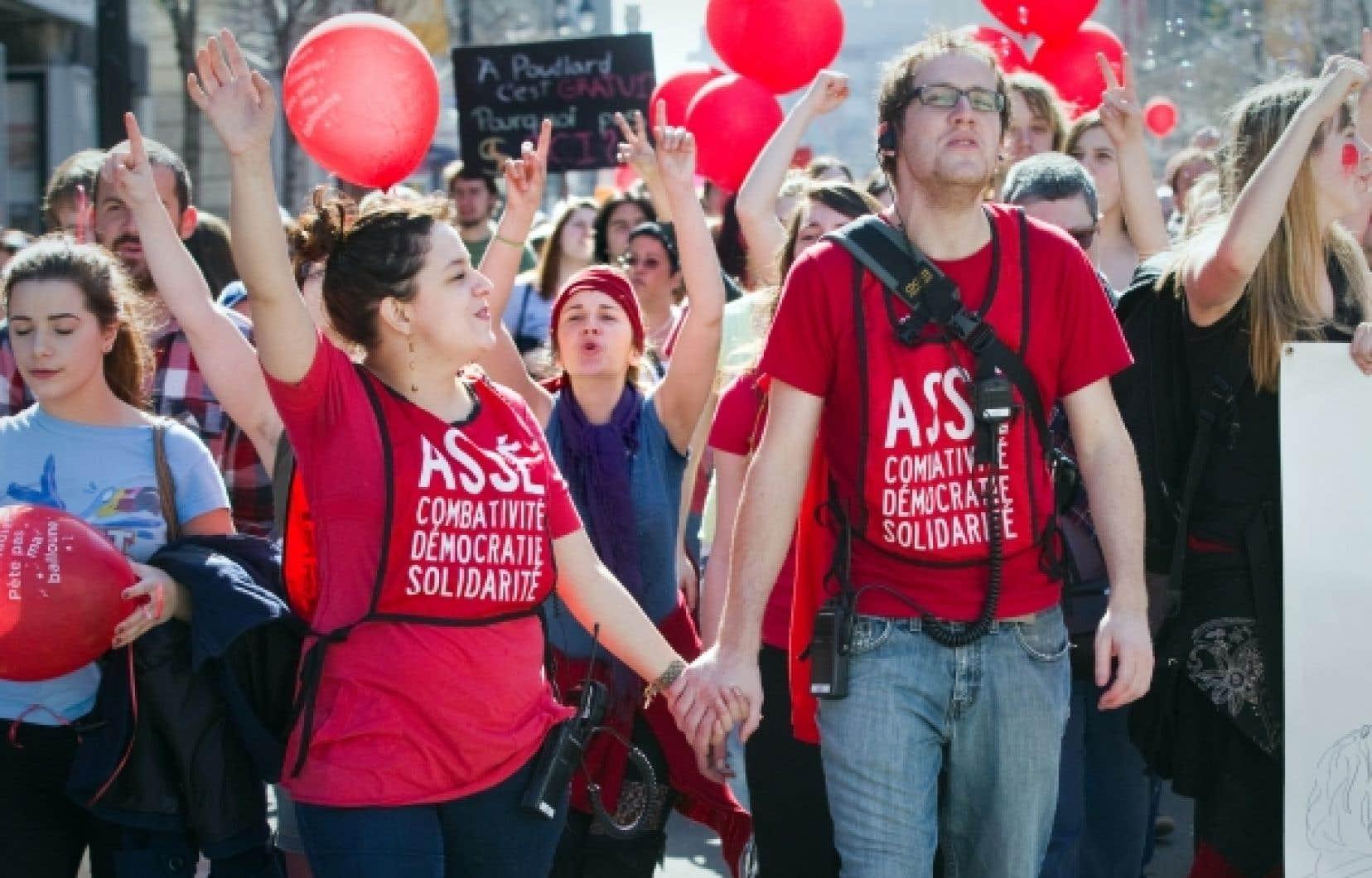 Les étudiants ont manifesté à Montréal (sur la photo), Sherbrooke, Alma et Québec.