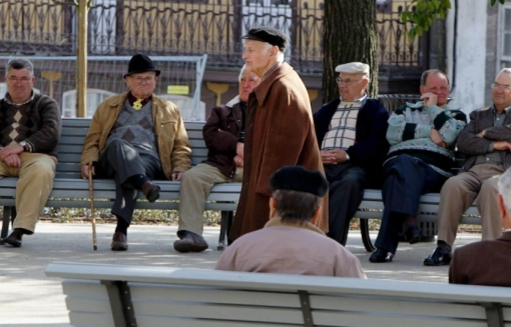 Deux crédits d'impôt pour les aînés seront instaurés pour les personnes de 70 ans et plus.