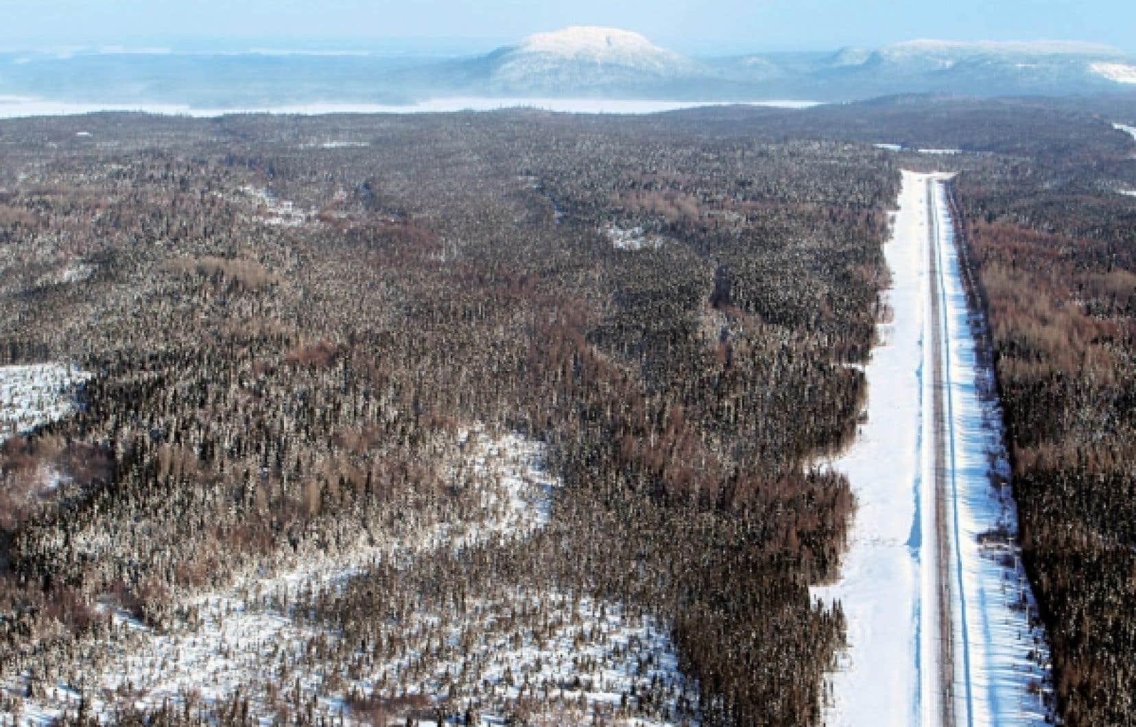 La route 167, qui doit être prolongée dans le cadre du Plan Nord pour devenir «une nouvelle porte d'entrée pour accéder aux ressources du Nord québécois», selon Québec.<br />