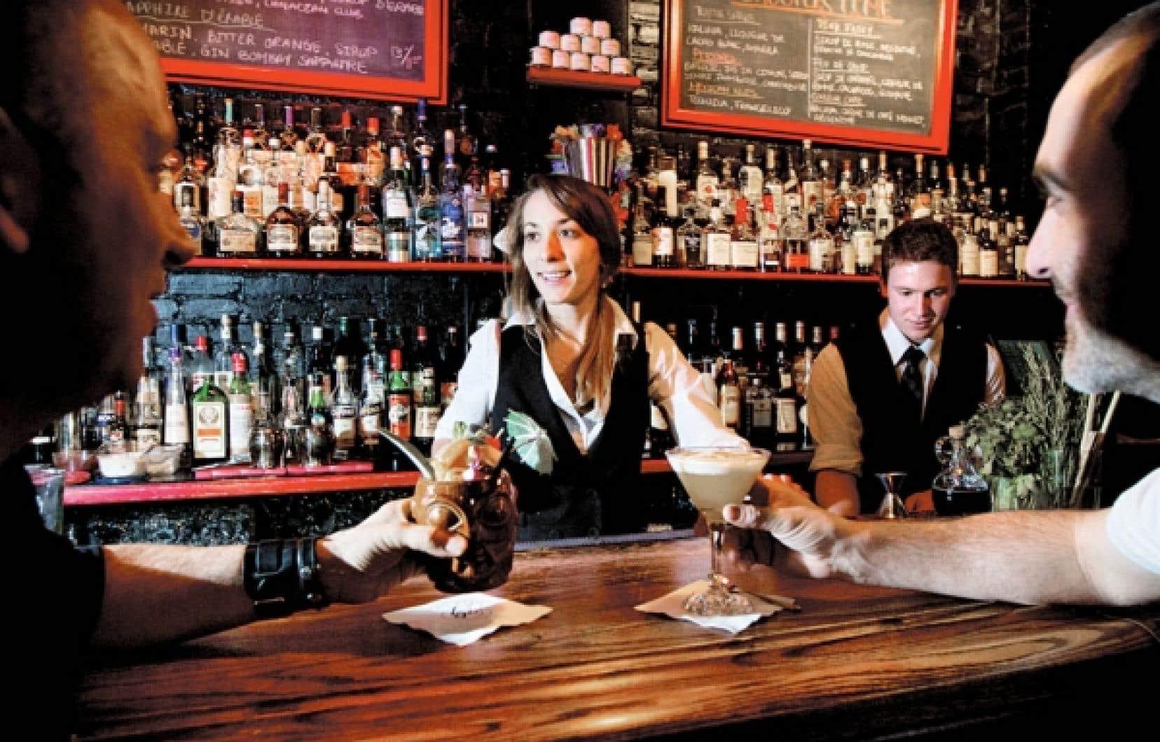 Véritable pharmacie, avec ses élixirs et flacons, le Lab comptoir à cocktails de Montréal est l'un de ces débits inspirés des speakeasy de la Prohibition. Si sa carte saisonnière fait une belle place aux cocktails d'inspiration classique, il prépare aussi le terrain pour la renaissance du Tiki, qui fait un retour flamboyant ces jours-ci à New York. <br />