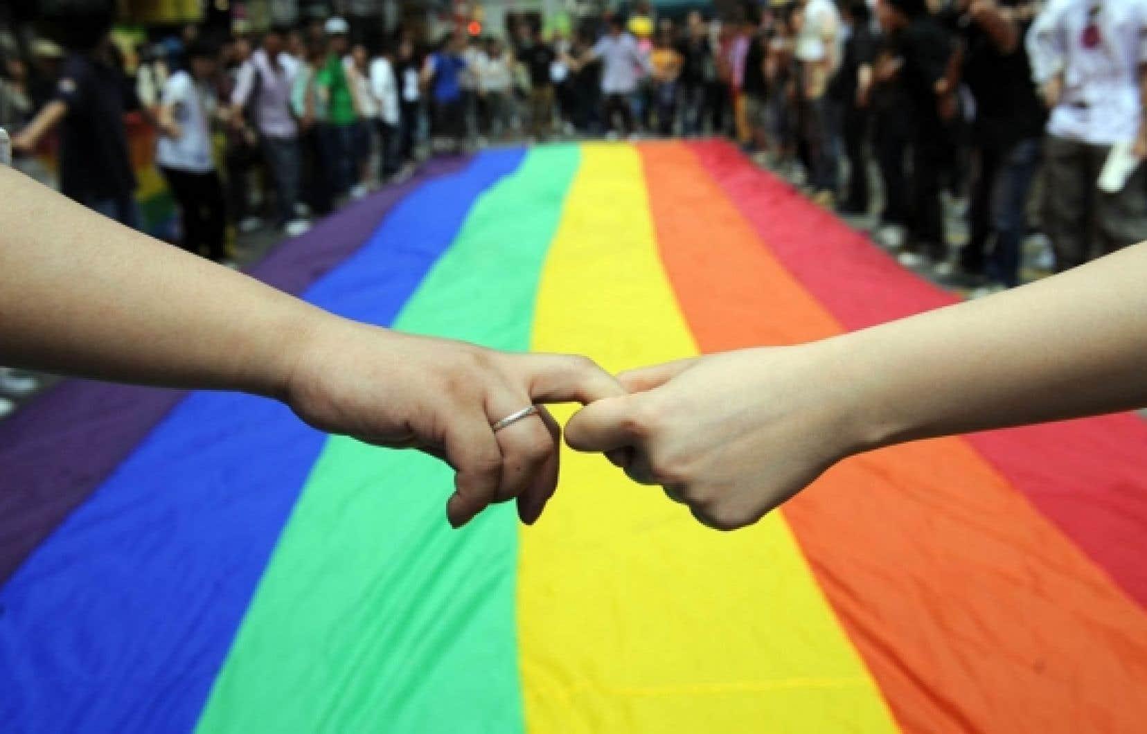 Les homosexuels continuent d'être la cible de crimes.