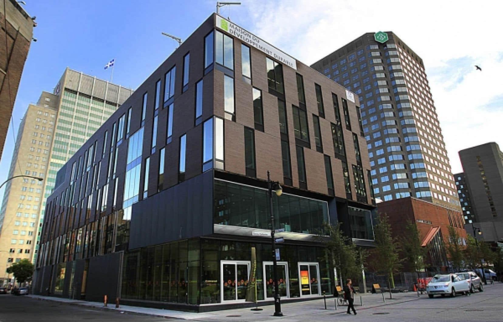 <div> La Maison du d&eacute;veloppement durable a &eacute;t&eacute; &eacute;rig&eacute;e selon plusieurs normes ISO.</div>