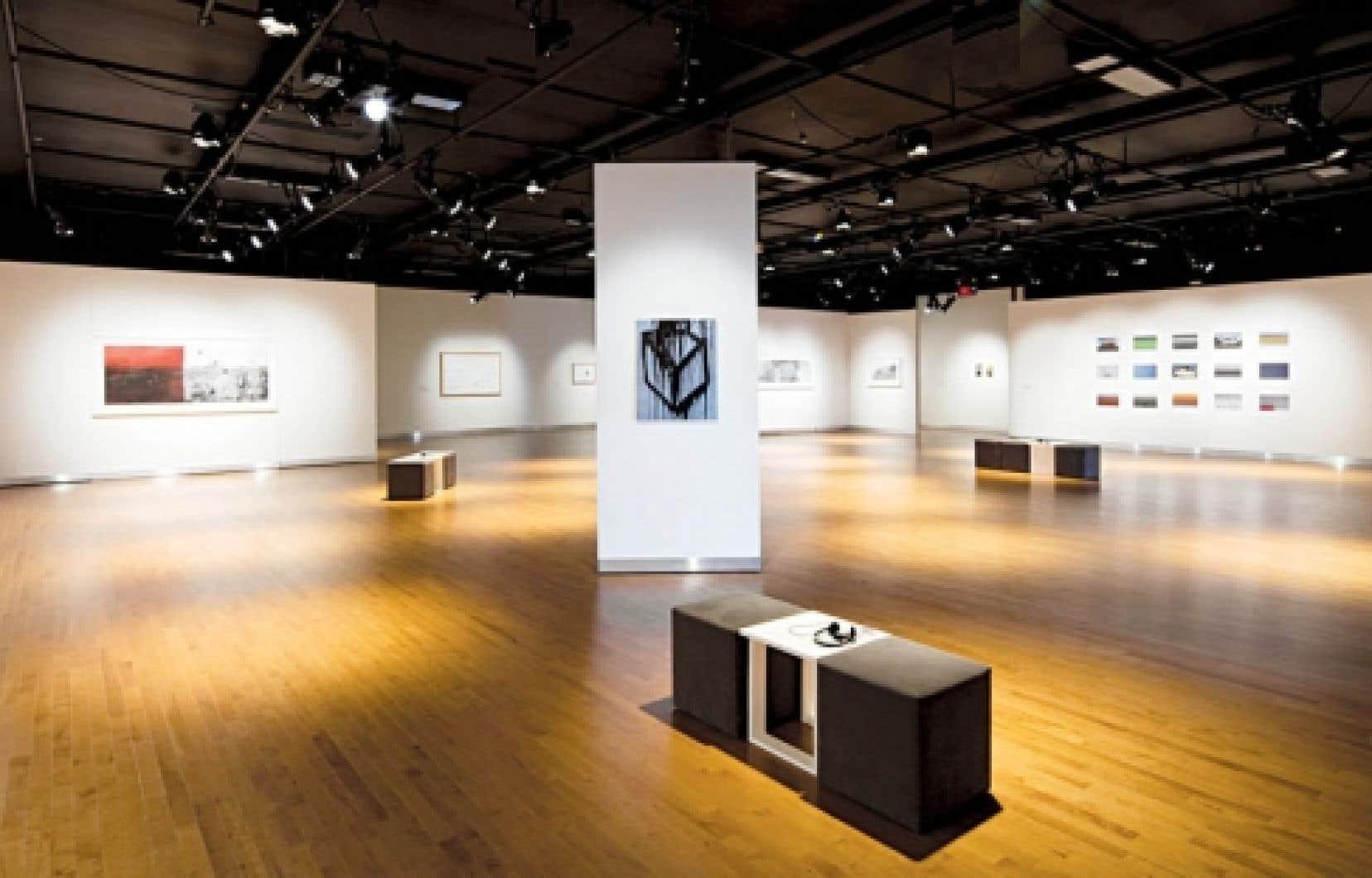 Vue d'ensemble de l'exposition Entre des fragments de choses, d'espace et de temps à la Maison des arts de Laval