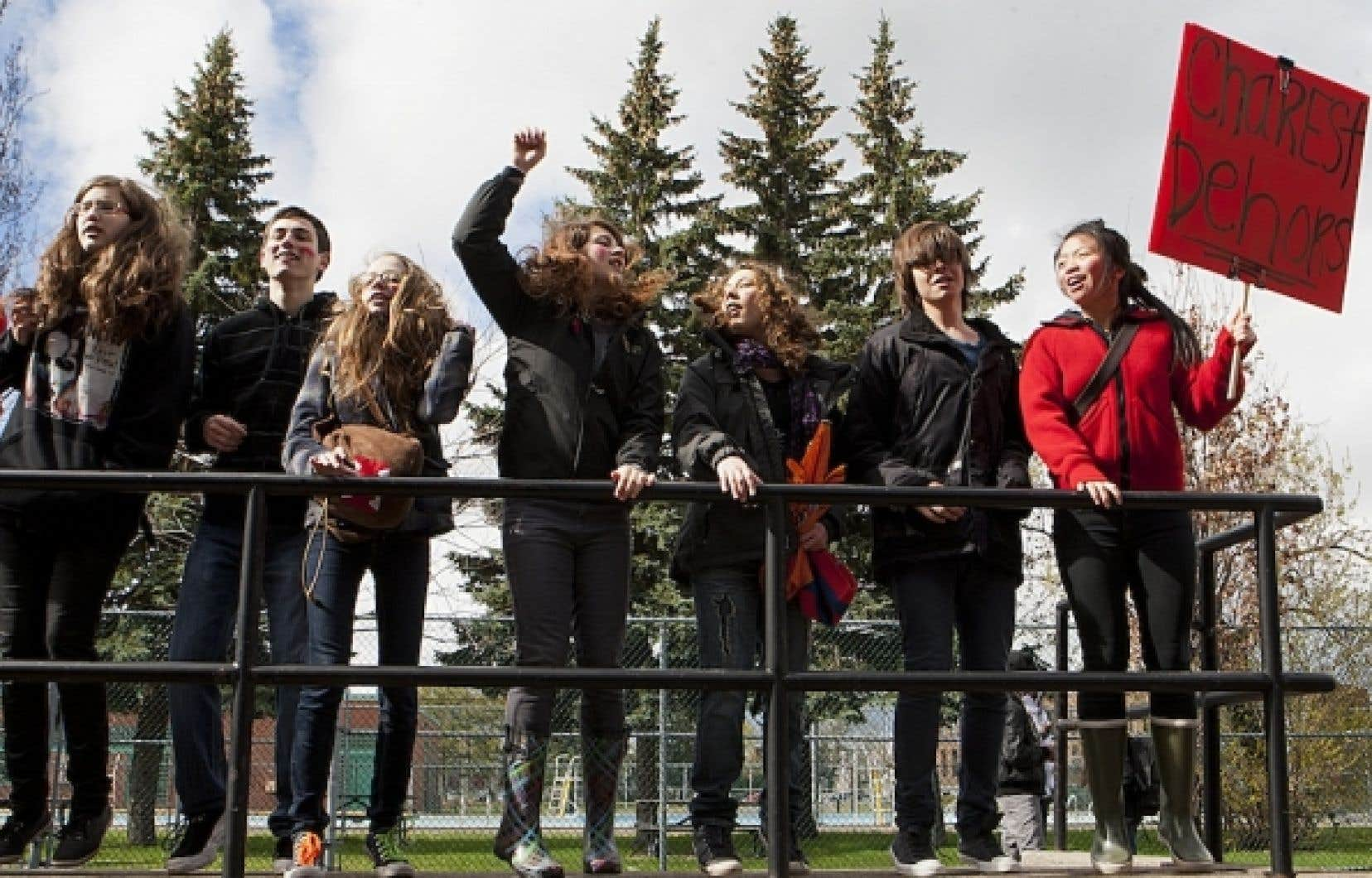 Trois écoles secondaires montréalaises, dont Joseph-François Perrault, se sont résignées à fermer leurs portes après avoir constaté que des élèves avaient dressé des piquets de grève.