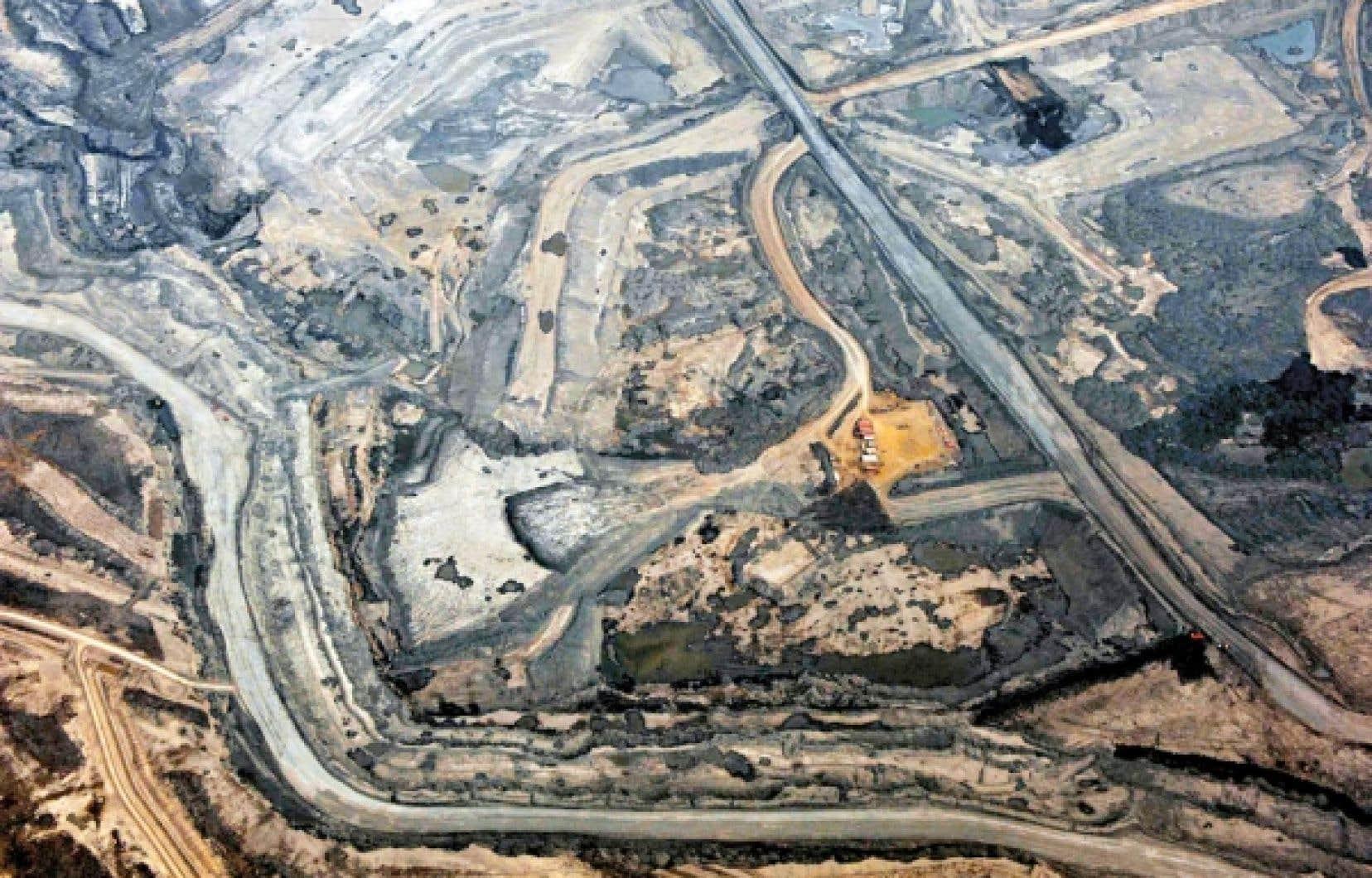 <div> L'exploitation des sables bitumineux est clairement un des secteurs les plus polluants, et sa contribution aux émissions de gaz à effet de serre est considérable.</div>
