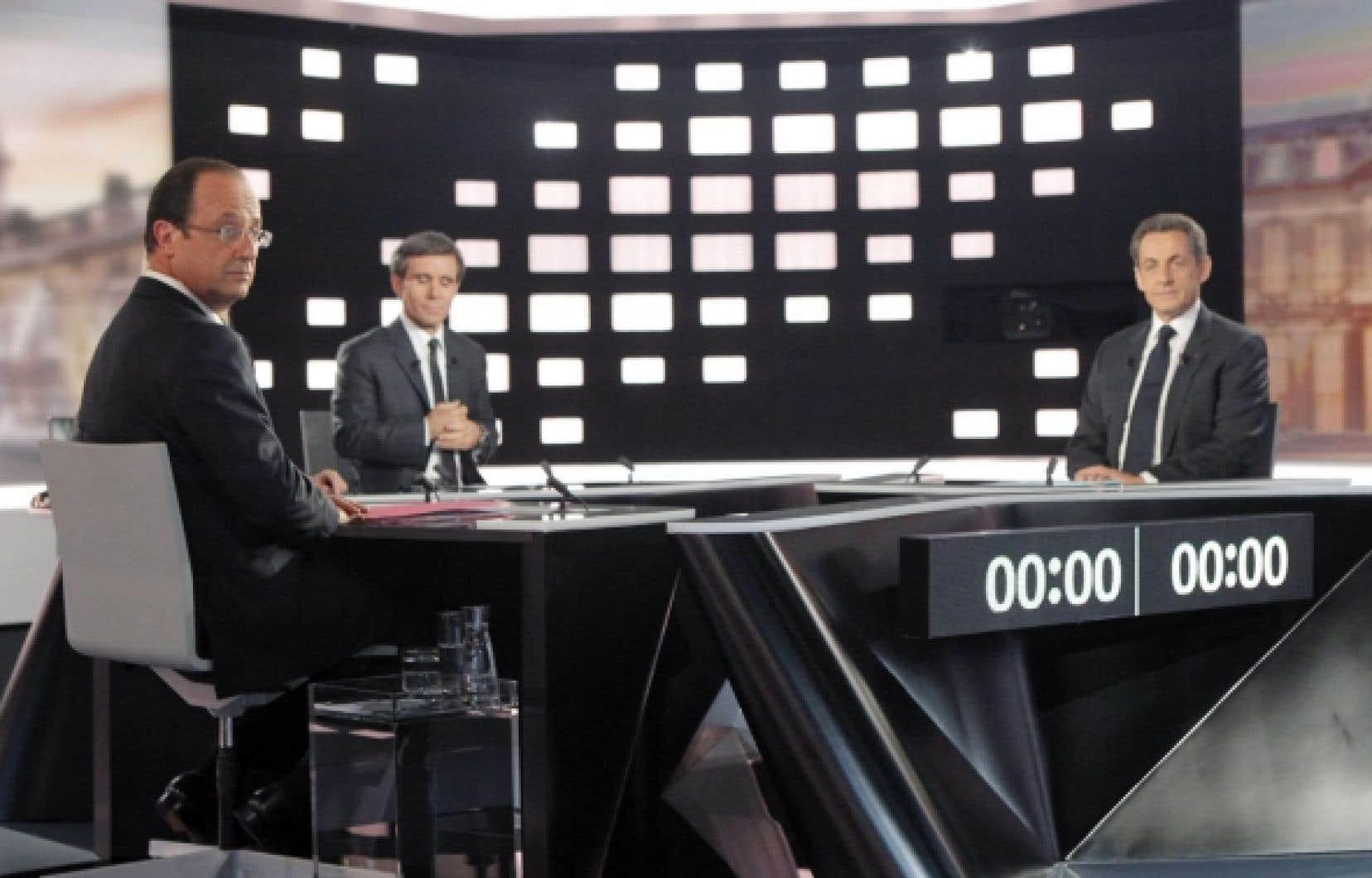 François Hollande et Nicolas Sarkozy lors du débat télévisé les ayant opposés mercredi. Rien ne pourrait plus contraster entre le président sortant et le président putatif.