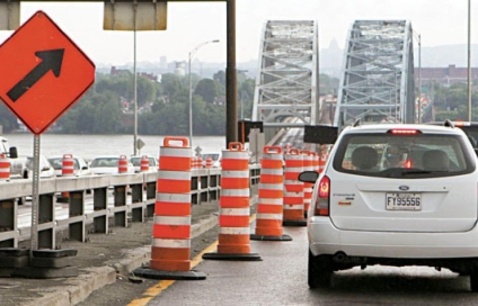 Le pont Mercier est sous surveillance constante et a nécessité de nombreuses interventions d'urgence au cours des derniers mois.