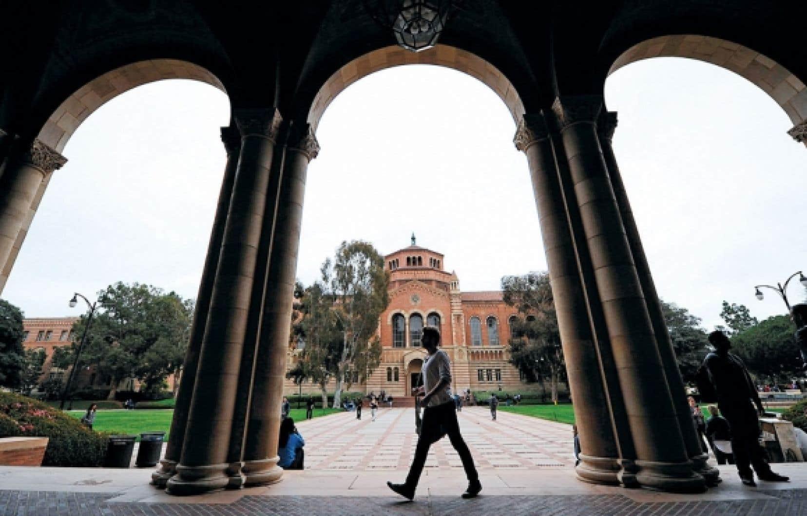 <div> Le campus de UCLA, à Los Angeles. Non seulement les étudiants américains sortent lourdement endettés de leurs études, mais leurs perspectives d'emploi sont à leur plus bas niveau, selon diverses études dévoilées le mois dernier.</div>