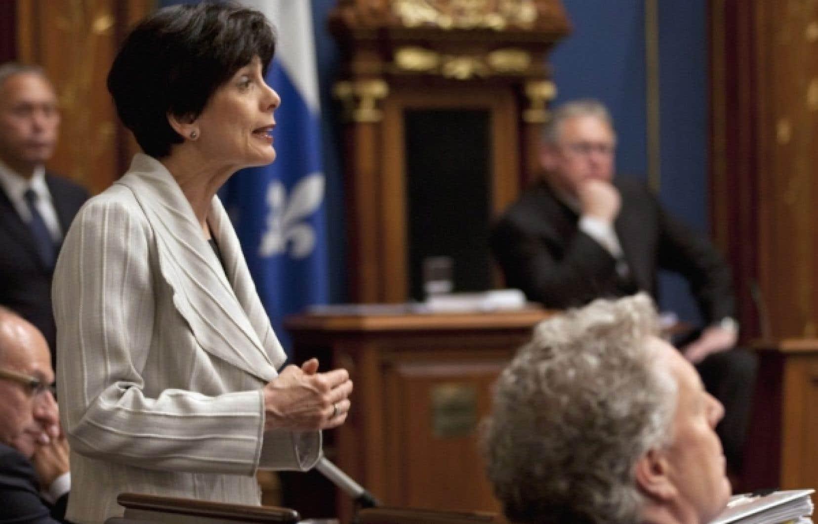 Le scénario d'une annulation de la session a circulé ces derniers jours dans les cercles étudiants, mais il ne figure pas «à ce stade-ci» dans les cartons du gouvernement, a fait valoir Michelle Courchesne.<br />