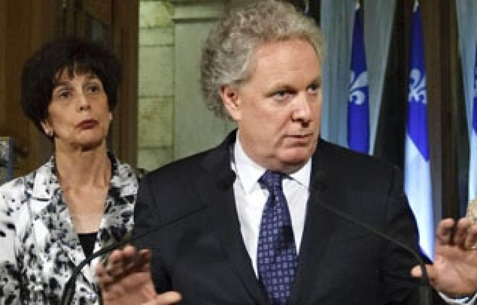 Michèle Courchesne et Jean Charest lors de l'annonce de la loi spéciale en soirée hier.