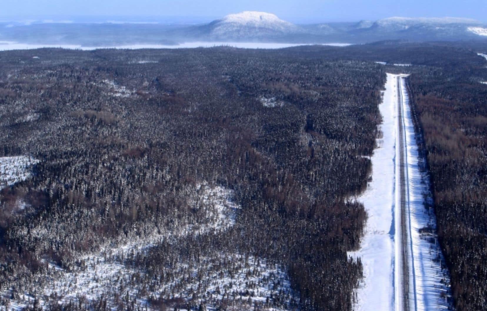La Transtaïga part de la route de la Baie-James pour se rendre au réservoir Caniapiscau. Elle a été construite pour être utilisée par Hydro-Québec et ne croise ni agglomération ni ville, sauf les camps des travailleurs de la société d'État. Il s'agit de la route située la plus au nord du Québec.