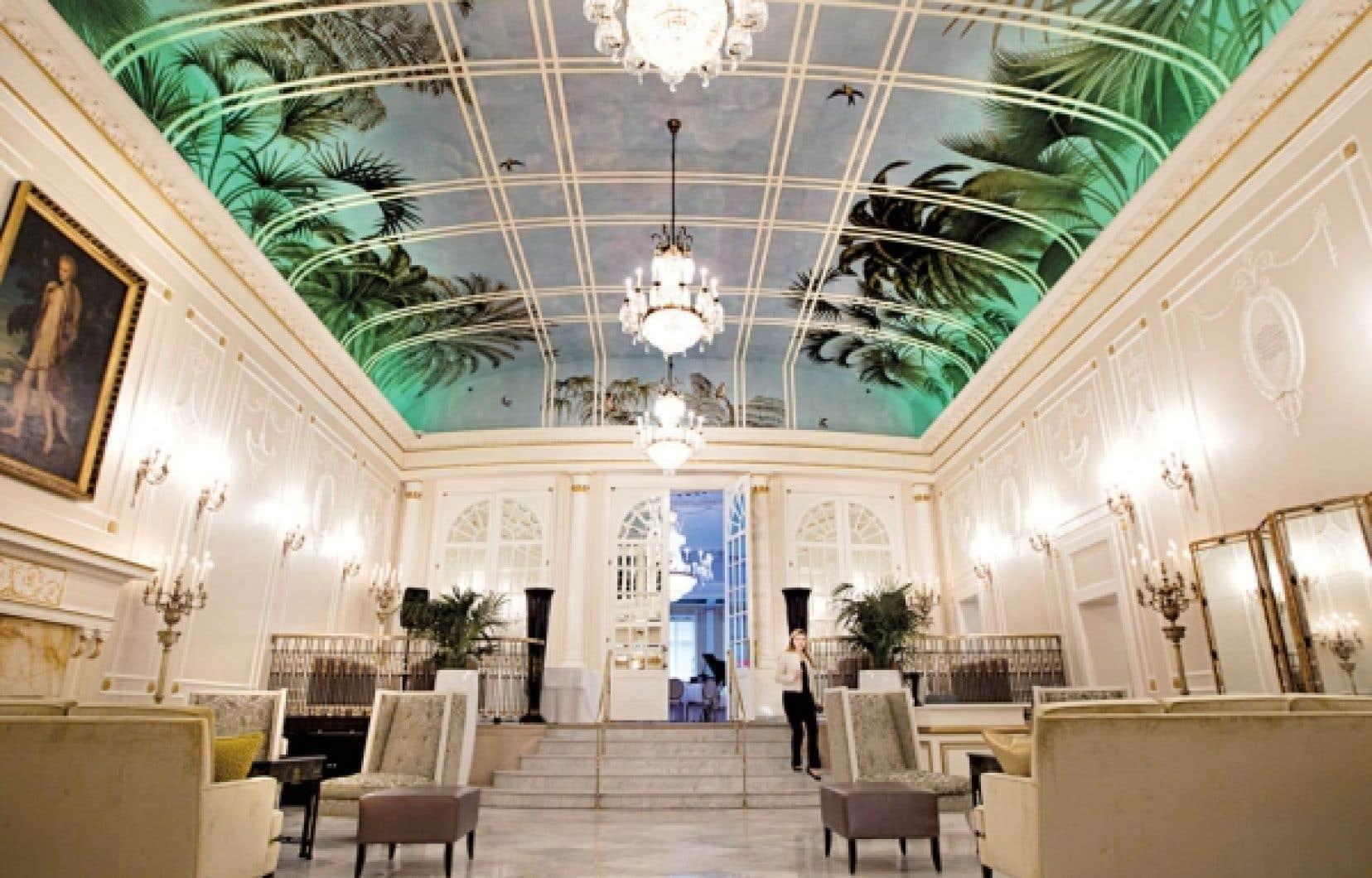 Reconfiguré, rénové et redécoré, le Ritz-Carlton Montréal a accueilli hier ses premiers clients, qui ont pu admirer notamment le salon des palmiers (ci-dessus) et l'une ou l'autre des 98 chambres et des 31 suites que compte maintenant l'hôtel, dont une partie a été transformée en 45 résidences de luxe.