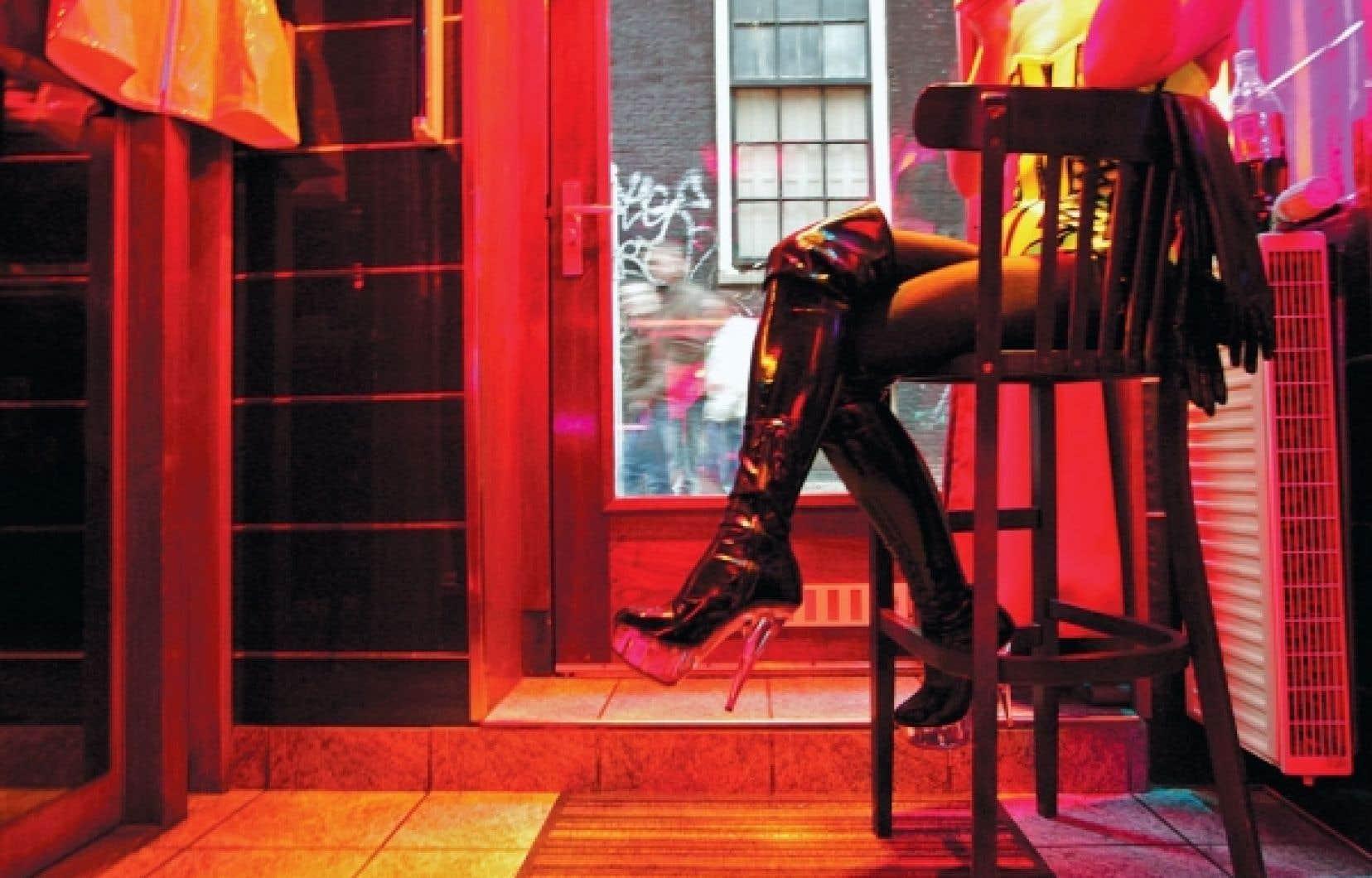 Le régime juridique encadrant la prostitution a des conséquences importantes : aux Pays-Bas, pays qui a légalisé la prostitution en 1999, de 60 à 66 % des hommes auraient payé pour un rapport sexuel. Au Canada, ce serait un homme sur neuf, soit 11,1 %.