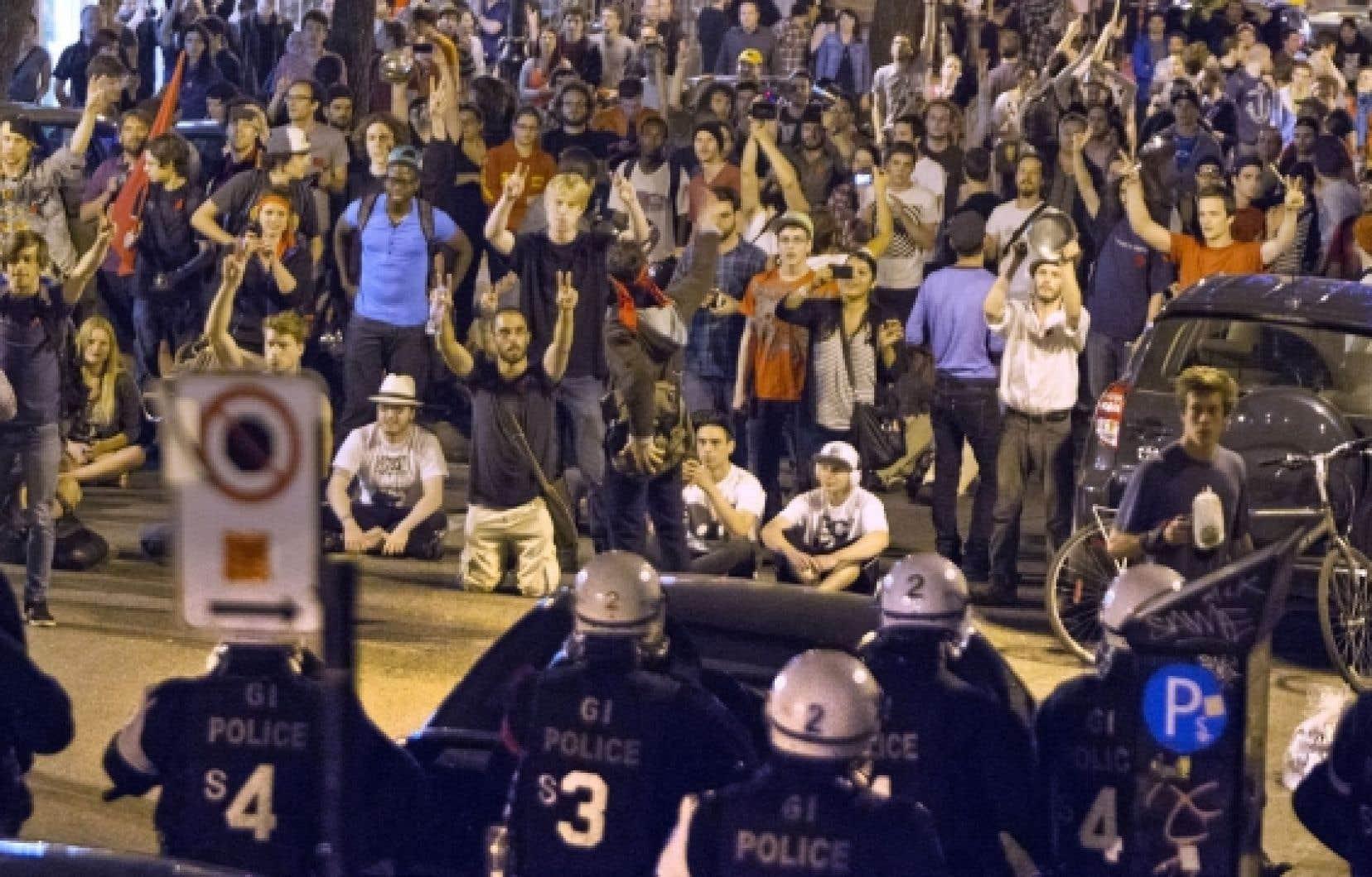 L'Association canadienne des libertés civiles dénonce la loi 78 encadrant la liberté de manifester, de même que le réglement de la Ville de Montréal interdisant le port du masque lors des manifestations.