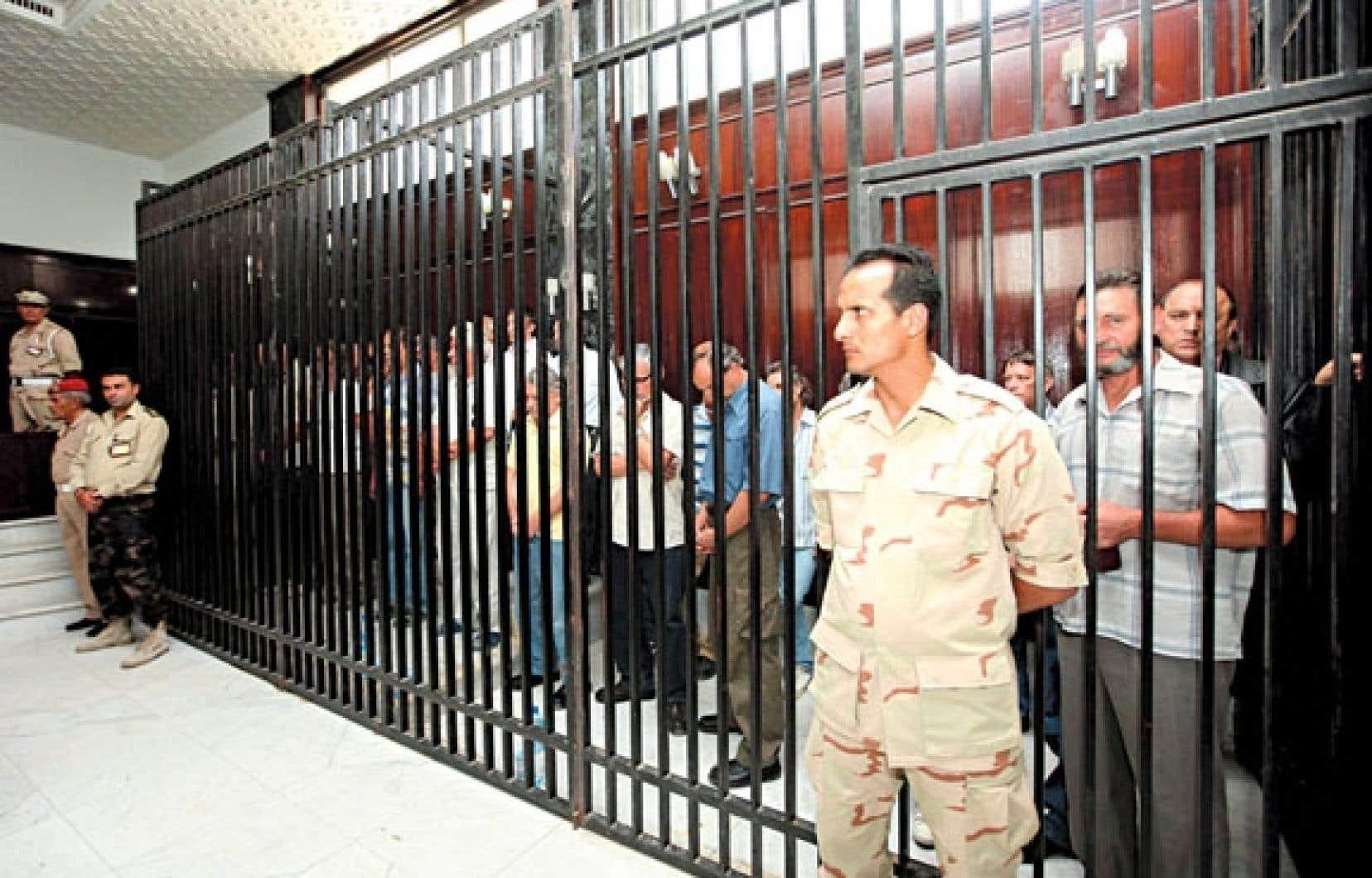 <div> Des accus&eacute;s attendaient hier dans leur cellule de se pr&eacute;senter devant un tribunal militaire &agrave; Tripoli.</div>