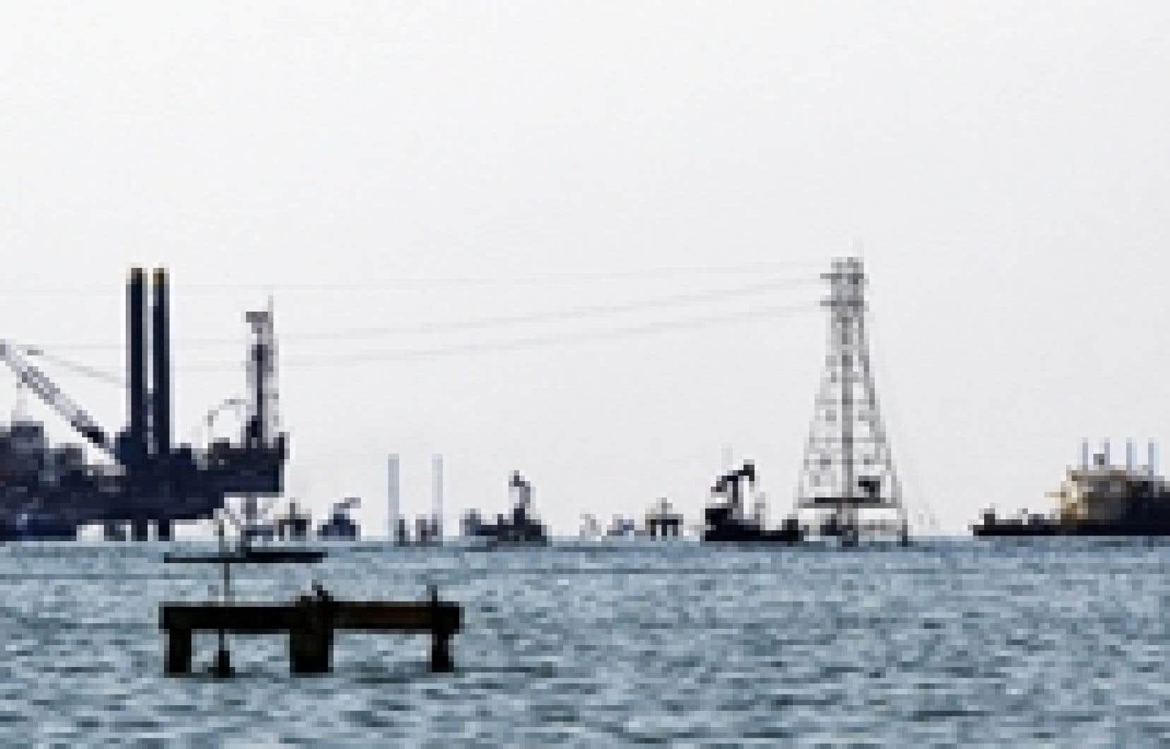 Le risque de perturbations accrues sur le marché mondial du pétrole survient justement à une période où le niveau de l'offre inquiète, de nombreux intervenants jugeant l'approvisionnement précaire par rapport à la demande.