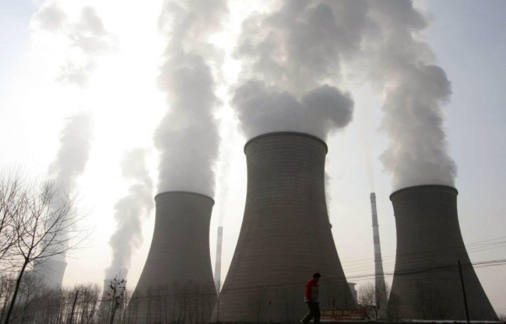 La pollution de l'air, un des premiers dossiers attaqués en environnement, continue de faire 2 millions de morts prématurées, dont 900 000 enfants de moins de cinq ans, en raison de l'usage de combustibles impropres dans les maisons.