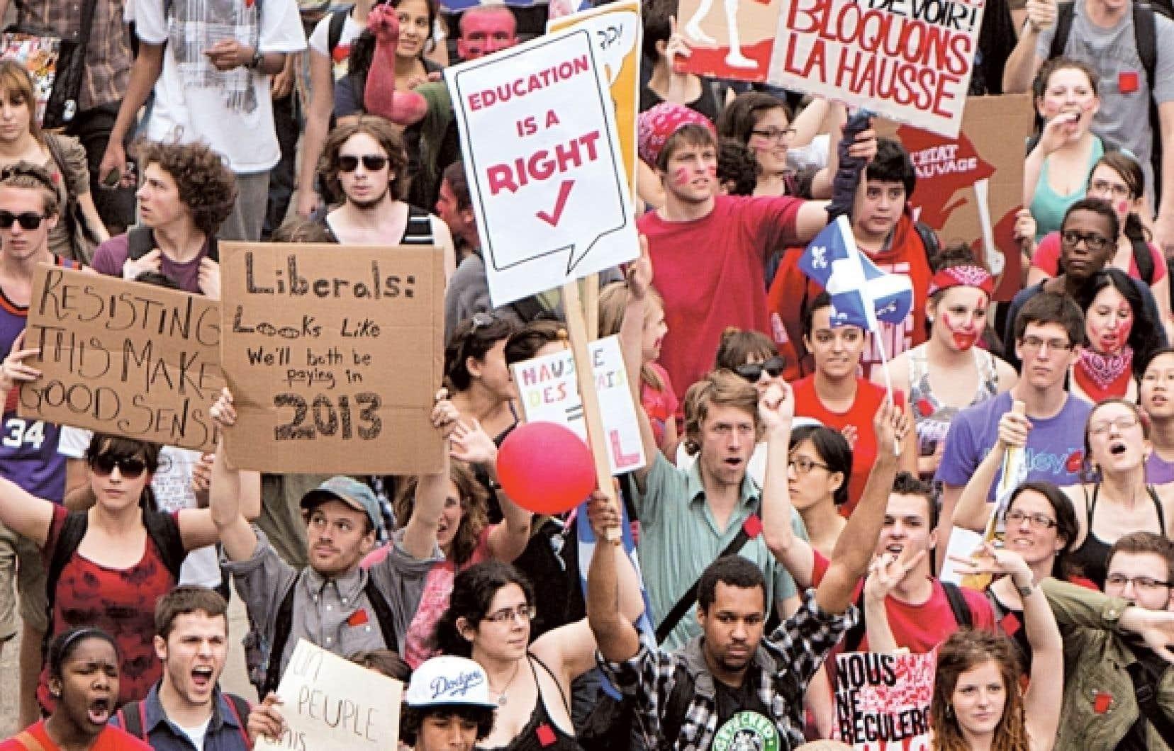 Des étudiants - et des sympathisants à leur cause - ont une nouvelle fois dénoncé hier, en français et en anglais, la hausse des droits de scolarité.