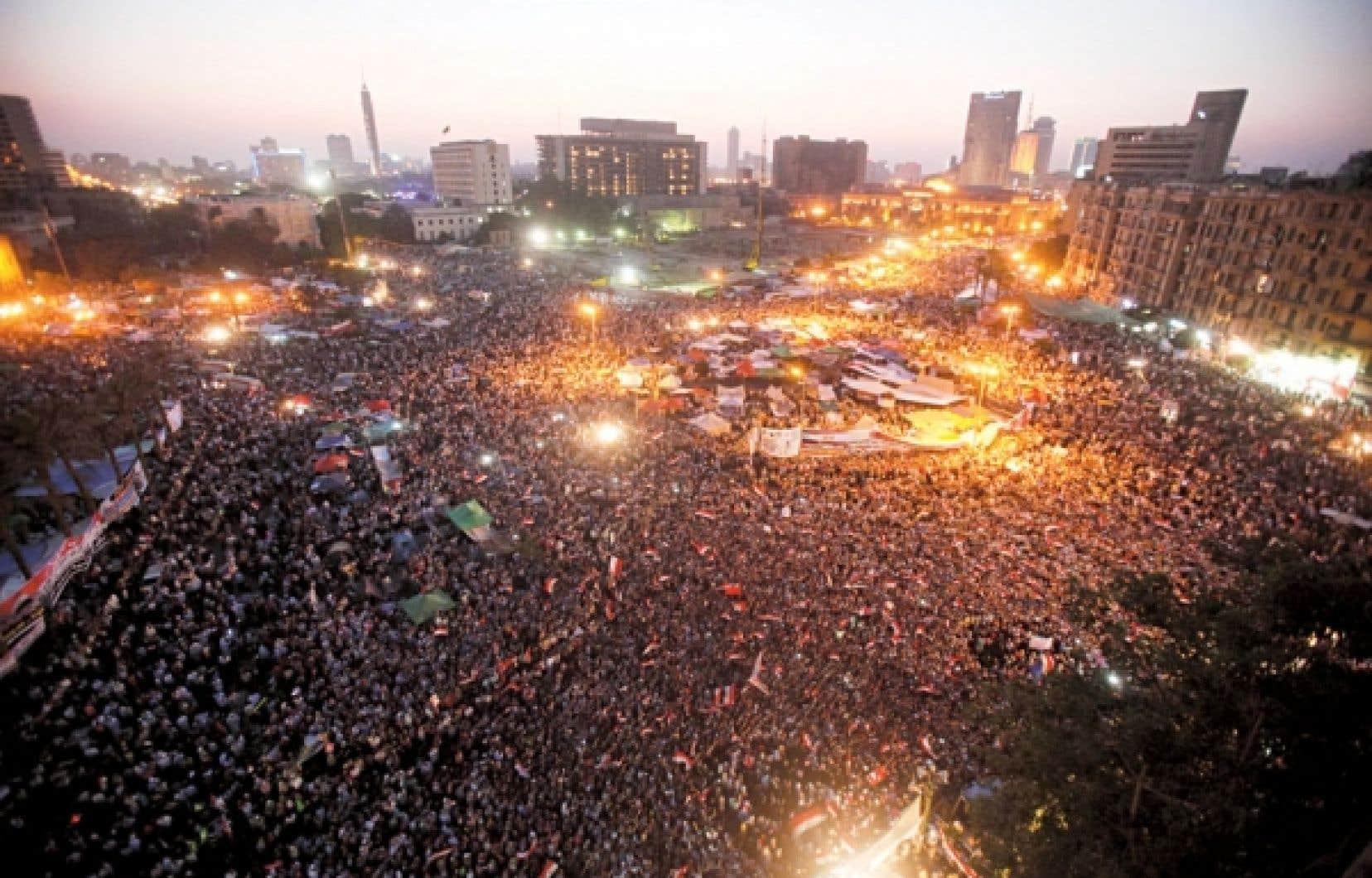 La place Tahrir, au centre du Caire, a été de nouveau envahie par la foule hier soir.