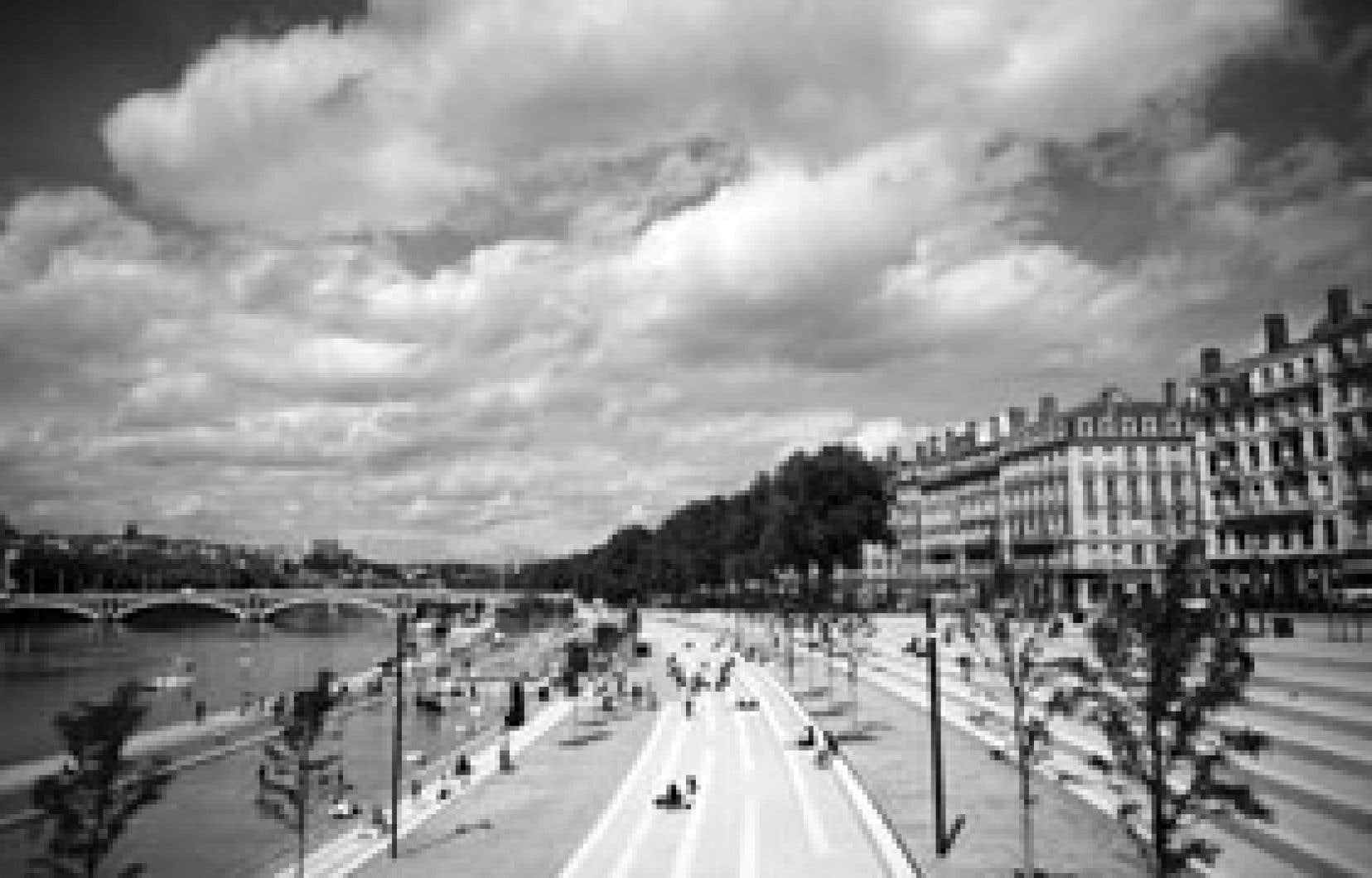 C'est au printemps 2007 que les Lyonnais ont renoué avec leurs berges du Rhône, au terme de travaux présentés comme le plus grand chantier de rénovation urbaine d'Europe. Un projet qui a nécessité près de deux ans de travaux et dont le coût es
