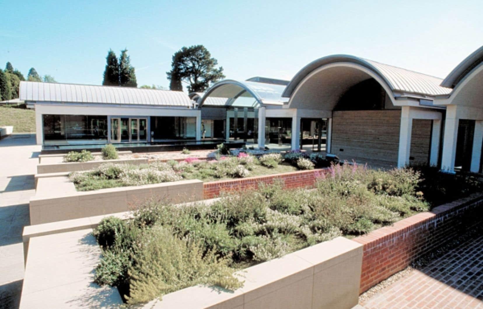 <div> Dans le cadre du Breathing Planet Program, la Millenium Seed Bank au Jardin botanique de Kew joue un r&ocirc;le important de conservation et de redistribution des semences pour des projets de d&eacute;veloppement durable.</div>