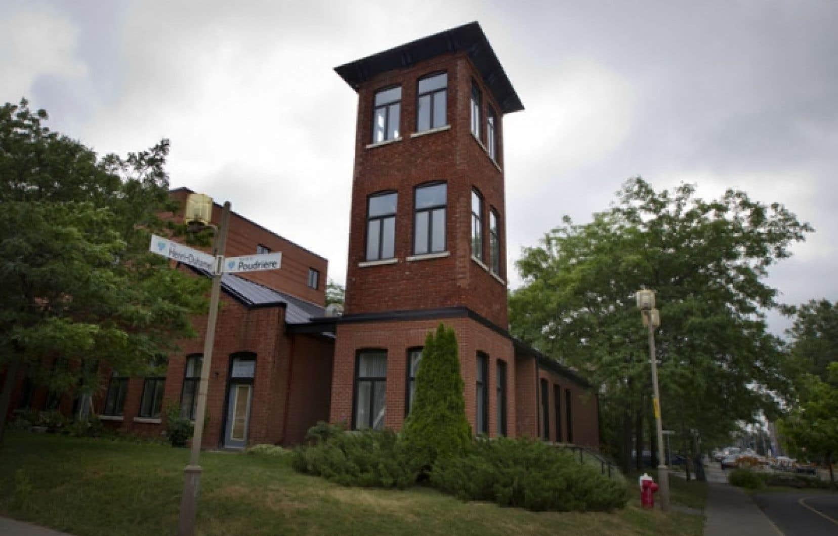 Ce bâtiment historique de Verdun a été reconverti en condominiums dont les principaux résidants sont d'origine russe et slave.