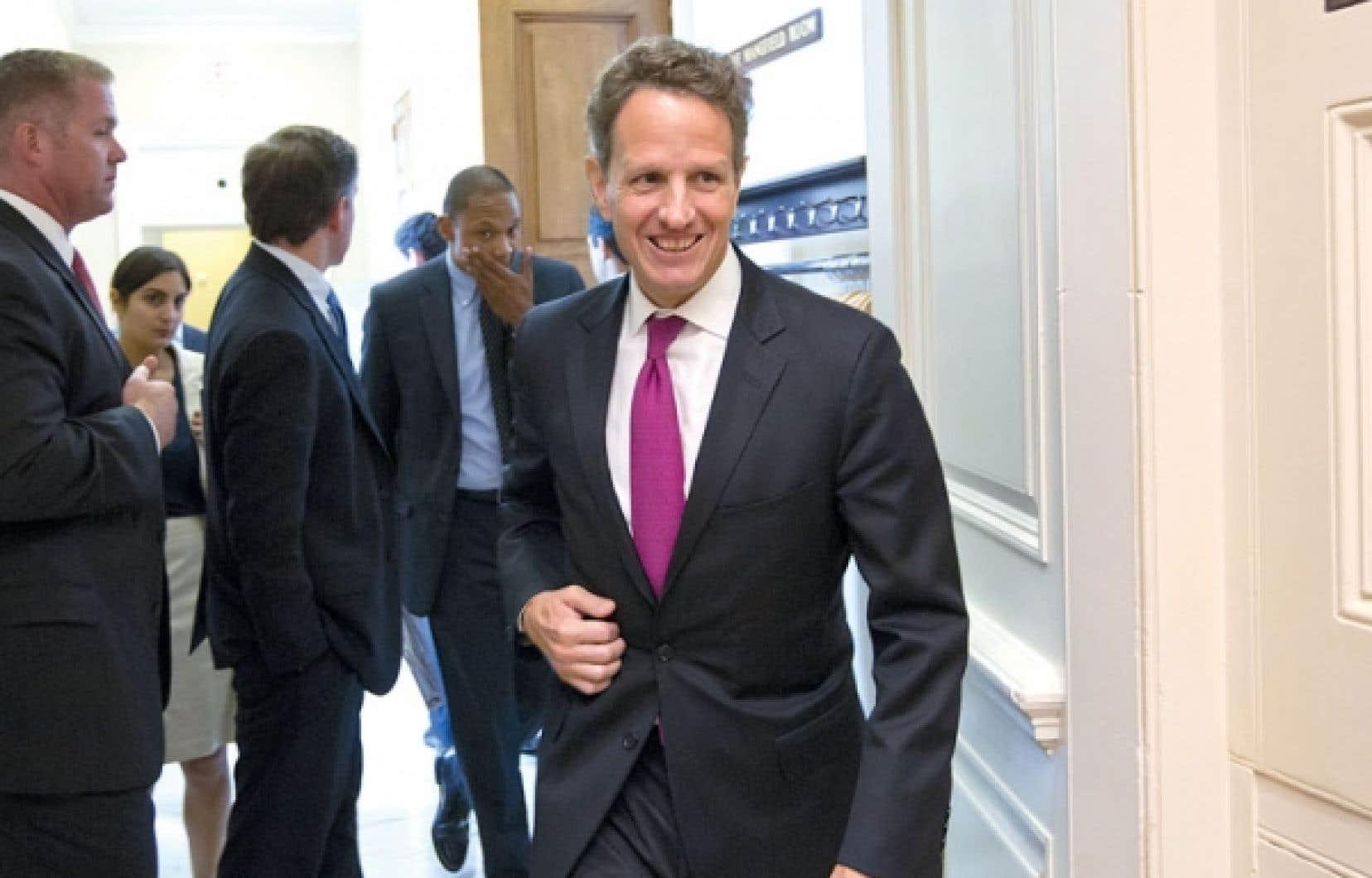 Le secrétaire américain au Trésor, Timothy Geithner, à sa sortie hier d'une rencontre à huis clos avec des sénateurs démocrates.