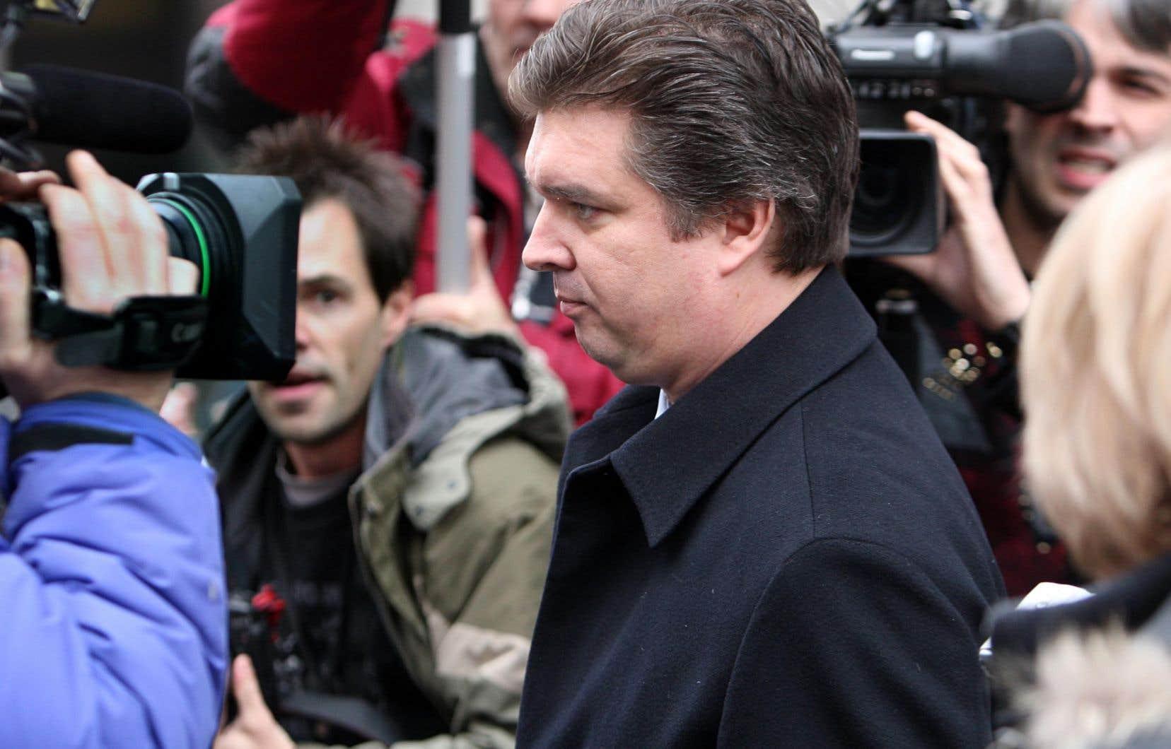Vincent Lacroix a été littéralement assiégé par la faune médiatique, beaucoup plus nombreuse à l'occasion de son jugement qu'au cours des derniers mois.