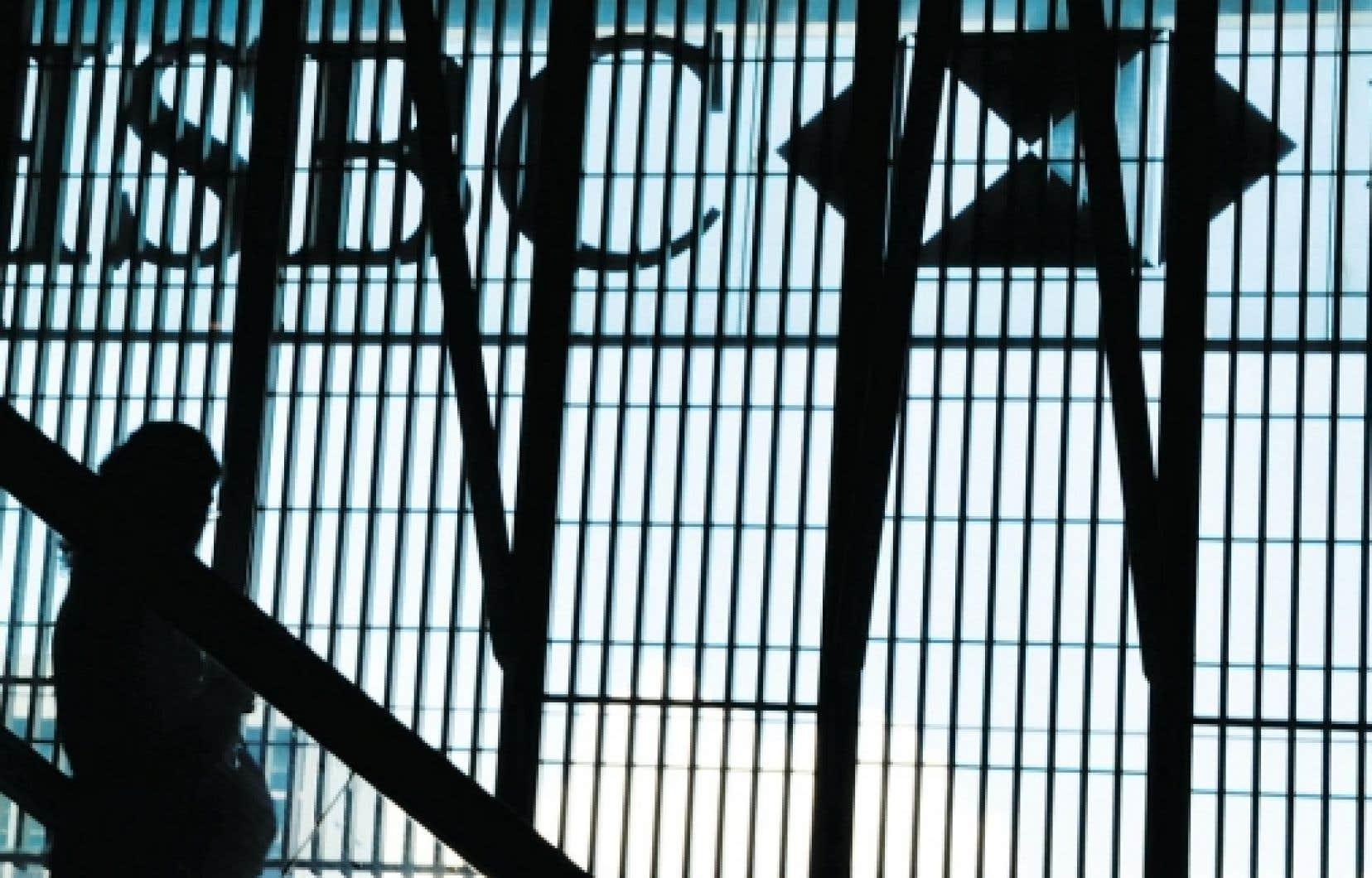 <div> La Banque HSBC est présente dans 80 pays. Aux États-Unis, sa division gère un actif de 210 milliards, ce qui la classe parmi les dix plus grosses banques dans ce pays.</div>