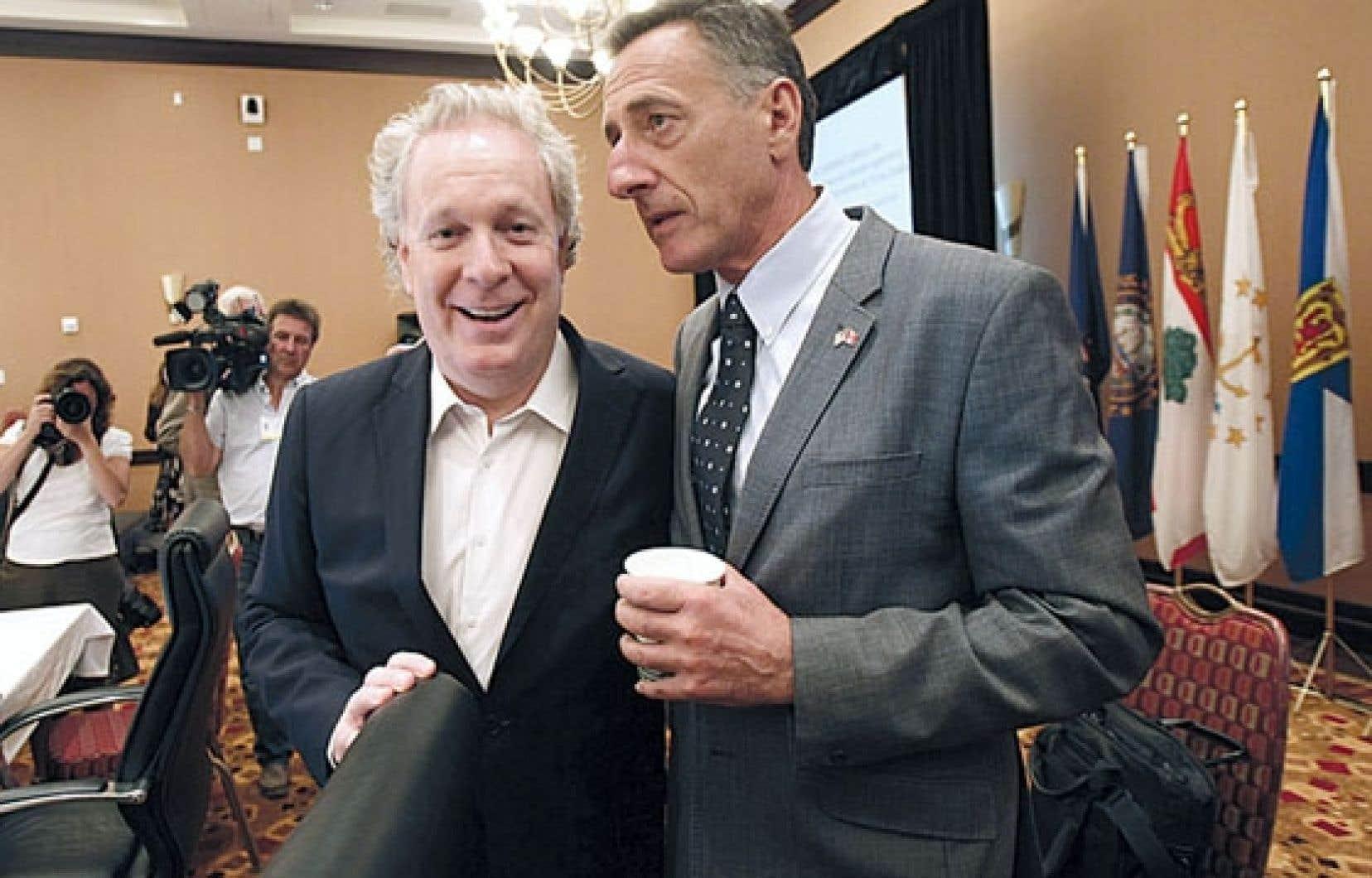 Le premier ministre Jean Charest, en compagnie du gouverneur du Vermont, Peter Shumlin