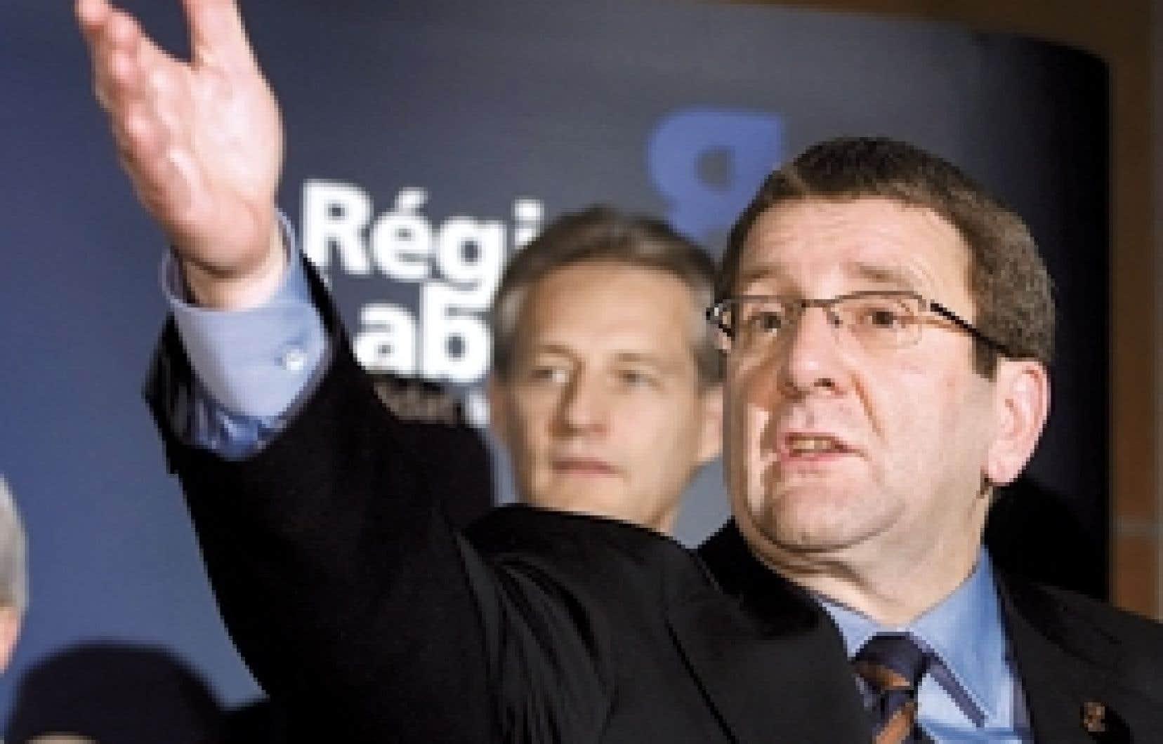 Régis Labeaume s'adressant à ses partisans après sa victoire à la mairie de Québec. Il a remporté le double des voix de son adversaire Ann Bourget.