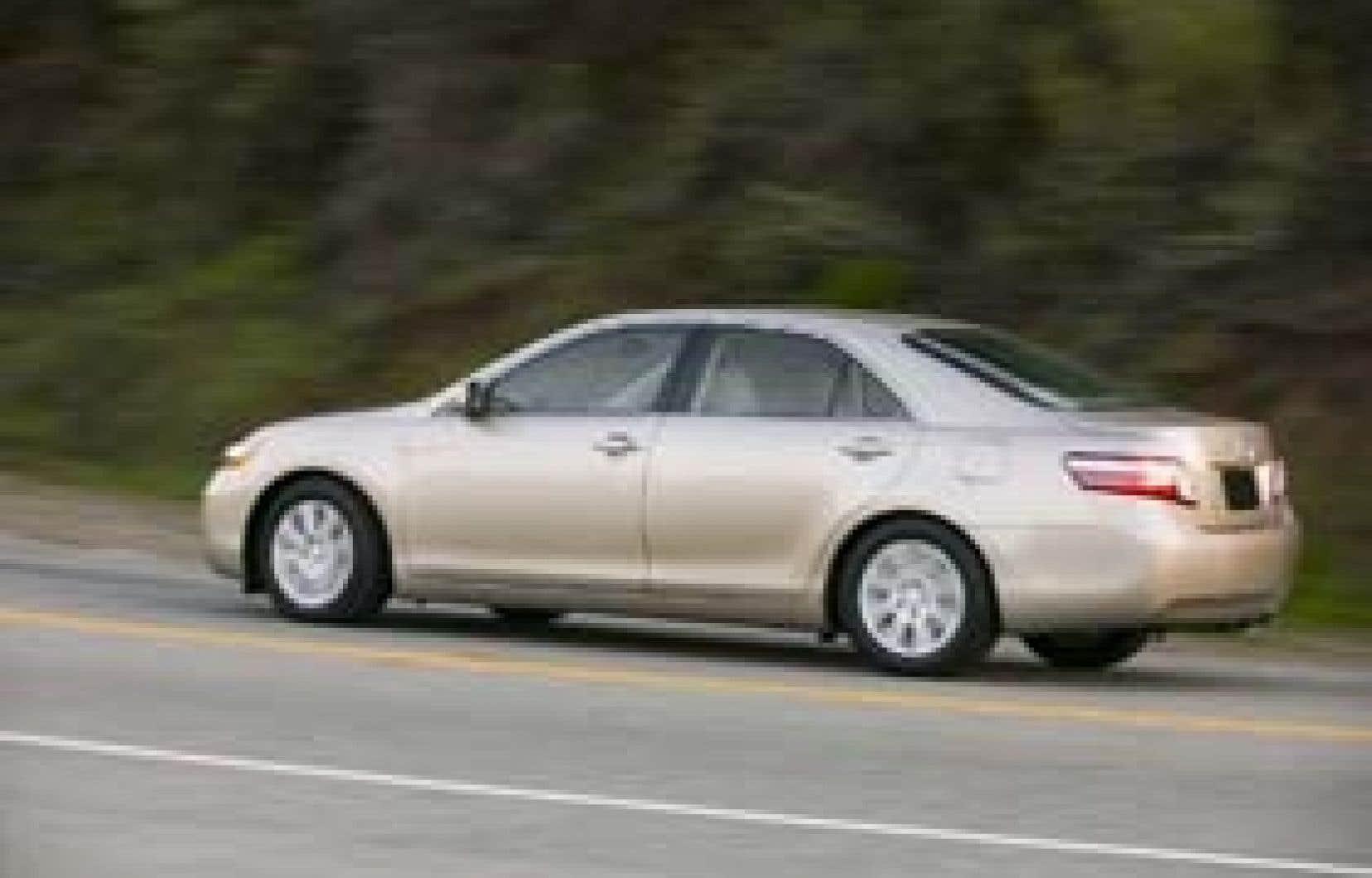 La Camry Hybride est devenue l'hybride la plus vendue au pays, avec des ventes mensuelles qui frôlent les 500 unités, loin devant la Prius, dont Toyota écoule environ 150 unités par mois.