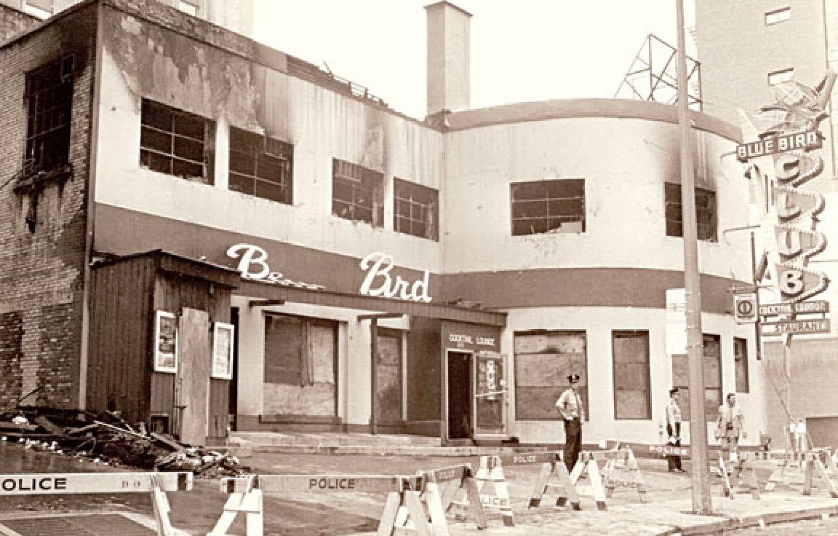 <div> La façade du Blue Bird Café, avenue Union, au lendemain de l'incendie criminel qui a fait 37 victimes.</div>