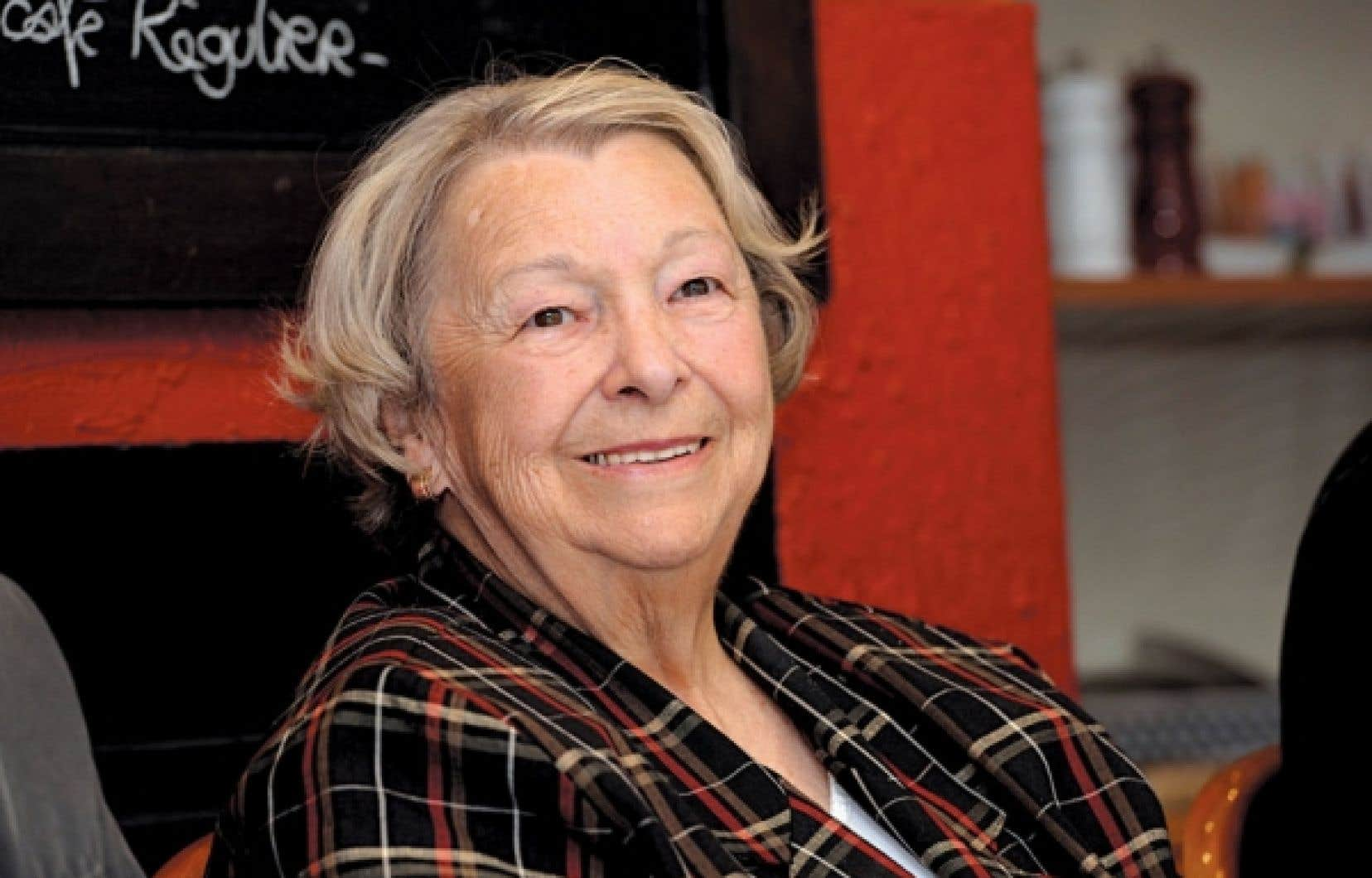 Lise Payette photographiée lors du lancement de la série radiophonique Rappelez-moi Lise, à la Première Chaîne de Radio-Canada.