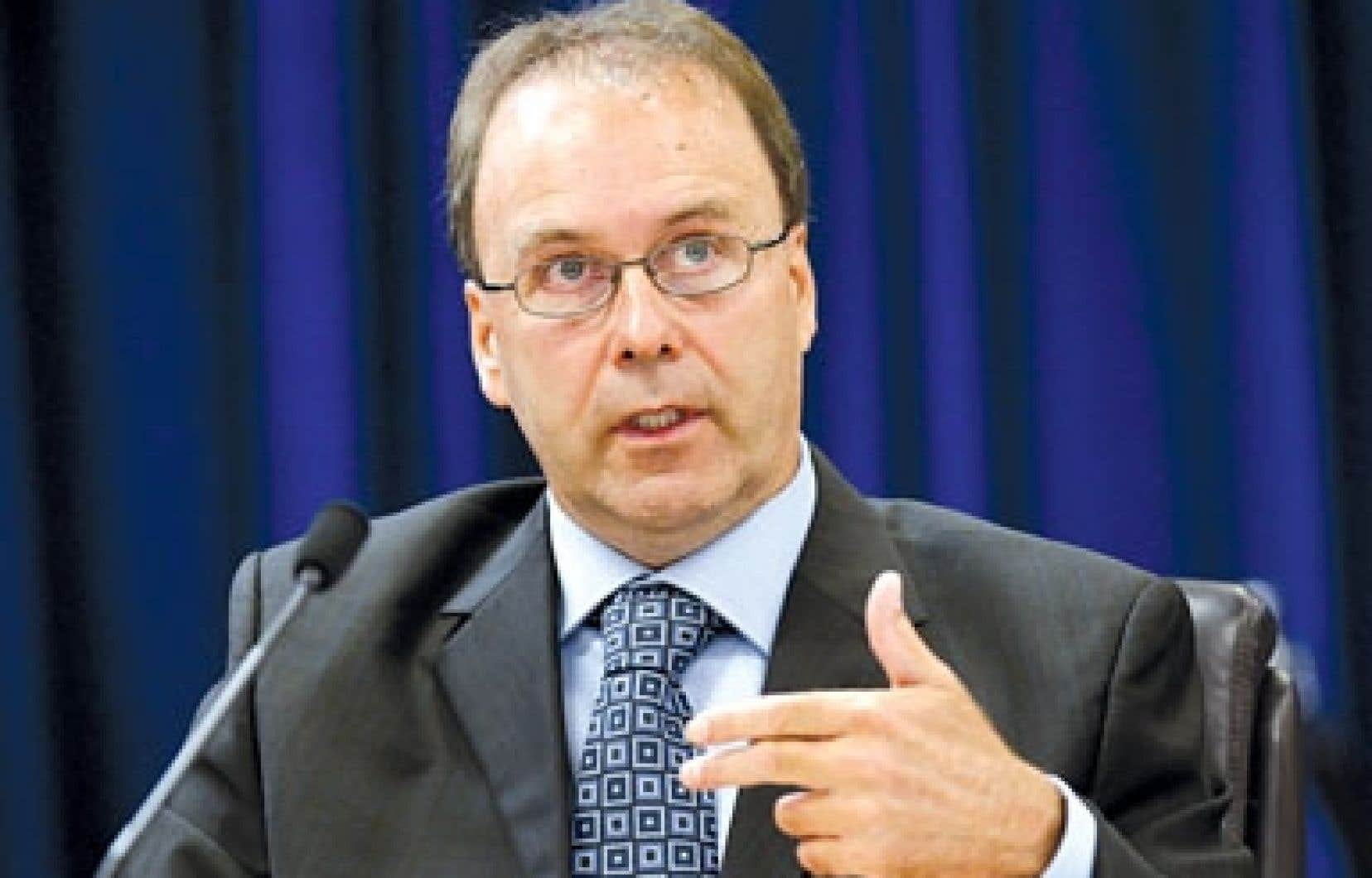 Marc Bellemare croit que le premier ministre a déclenché les élections avant le véritable début de la Commission Charbonneau parce qu'il « a quelque chose à cacher ».