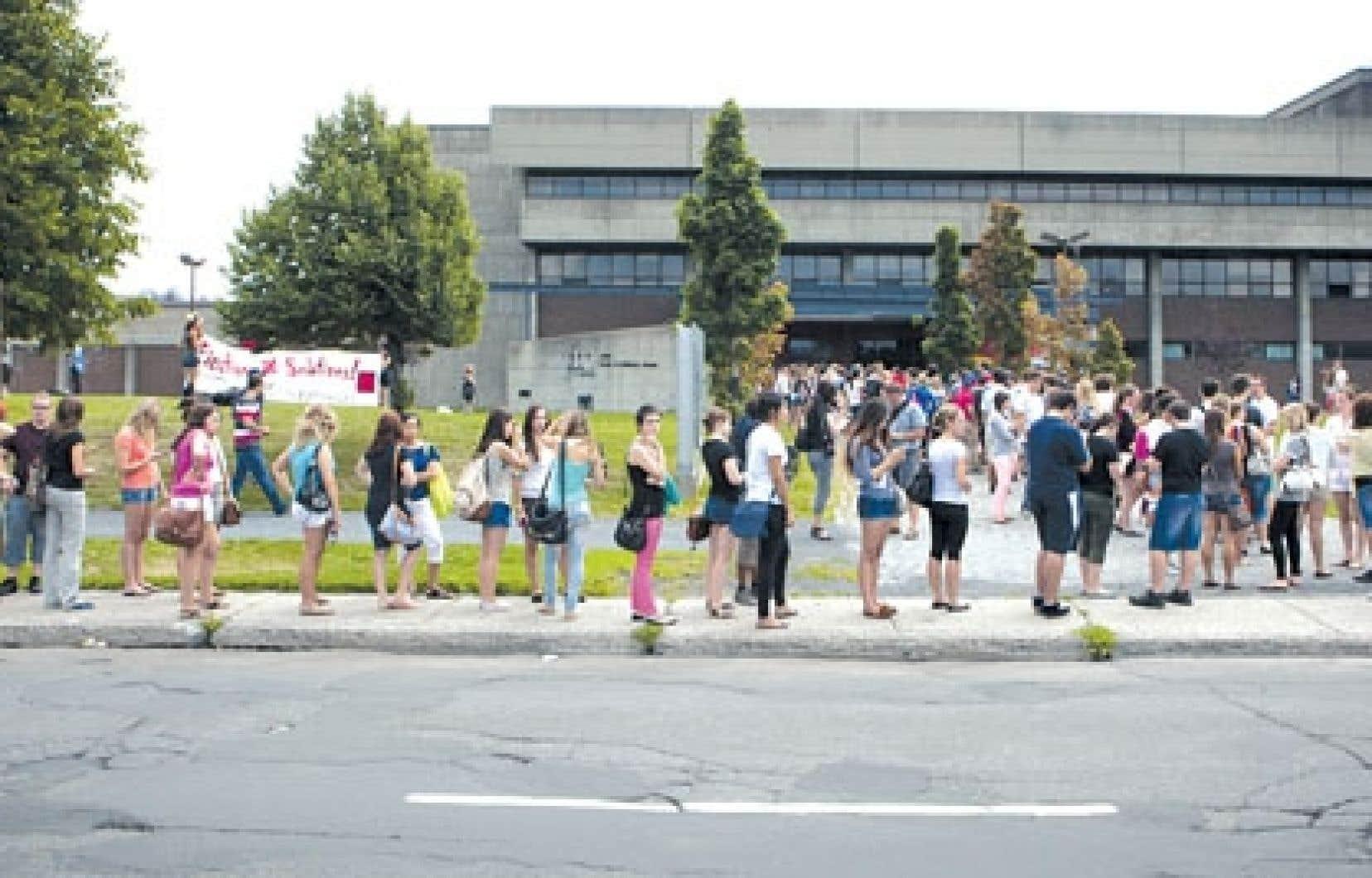 La vague de votes antigrève cette semaine pousse les fédérations étudiantes à revoir leur stratégie de contestation de la hausse des droits de scolarité.<br />