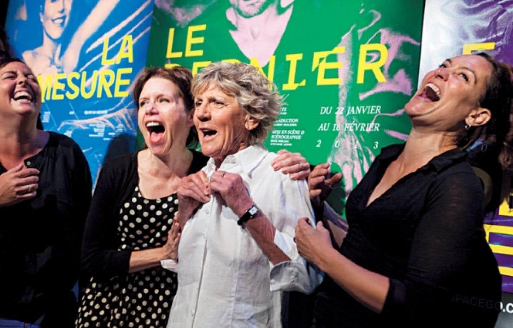 Ariane Moffatt, Pascale Montpetit et Brigitte Poupart s'unissent pour créer La démesure d'une 32A, cabaret théâtral tiré des écrits de Clémence DesRochers.