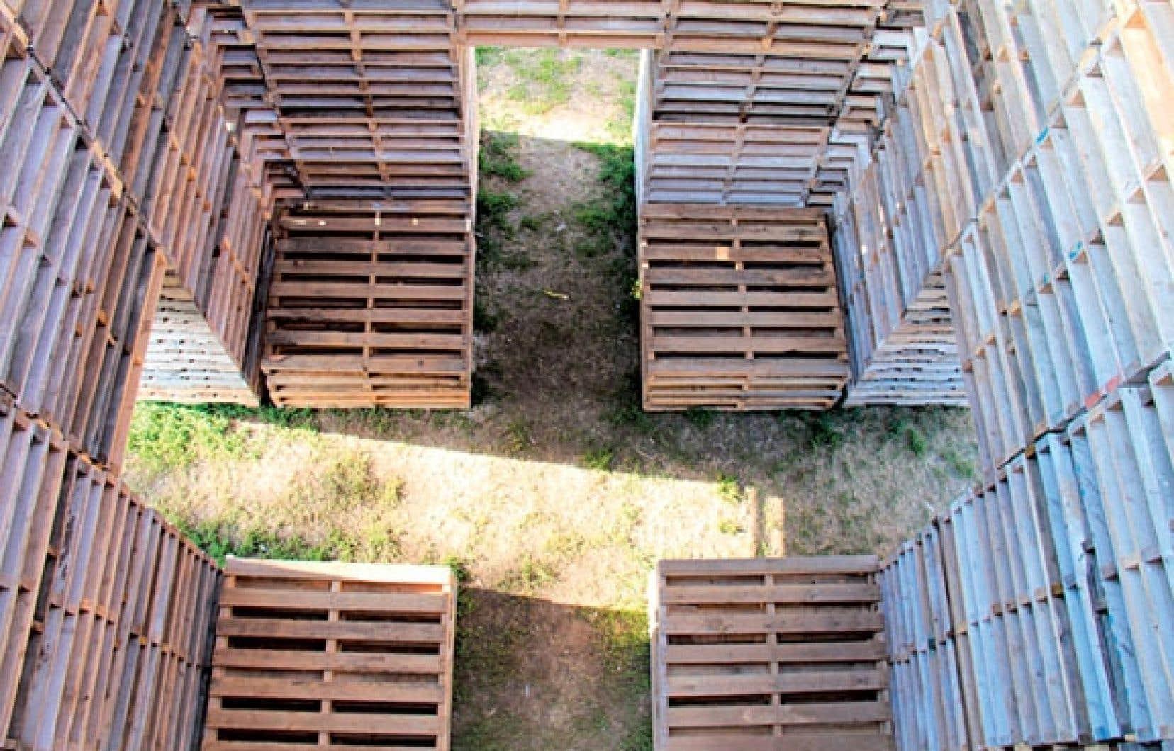 <div> Les Escales invitent à la déambulation libre d'une station artistique à l'autre. Propice au recueillement, l'installation Forêt de Phil Allard et Justin Duchesneau (notre photo) s'installe à la place des Festivals.</div>