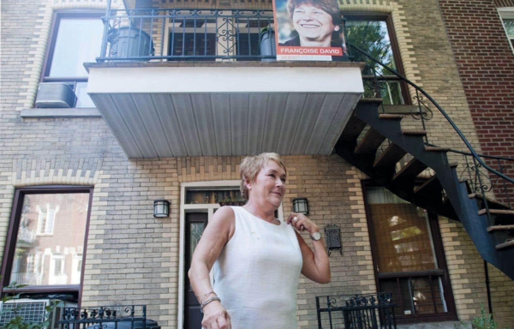 Pauline Marois faisant campagne dans Gouin, une circonscription finalement remportée par Françoise David, de Québec solidaire. Un gouvernement majoritaire était à portée de main du Parti québécois - il ne manquait que 9 sièges. Or, il échappa à la famille souverainiste en raison de l'éparpillement du vote entre trois partis politiques.