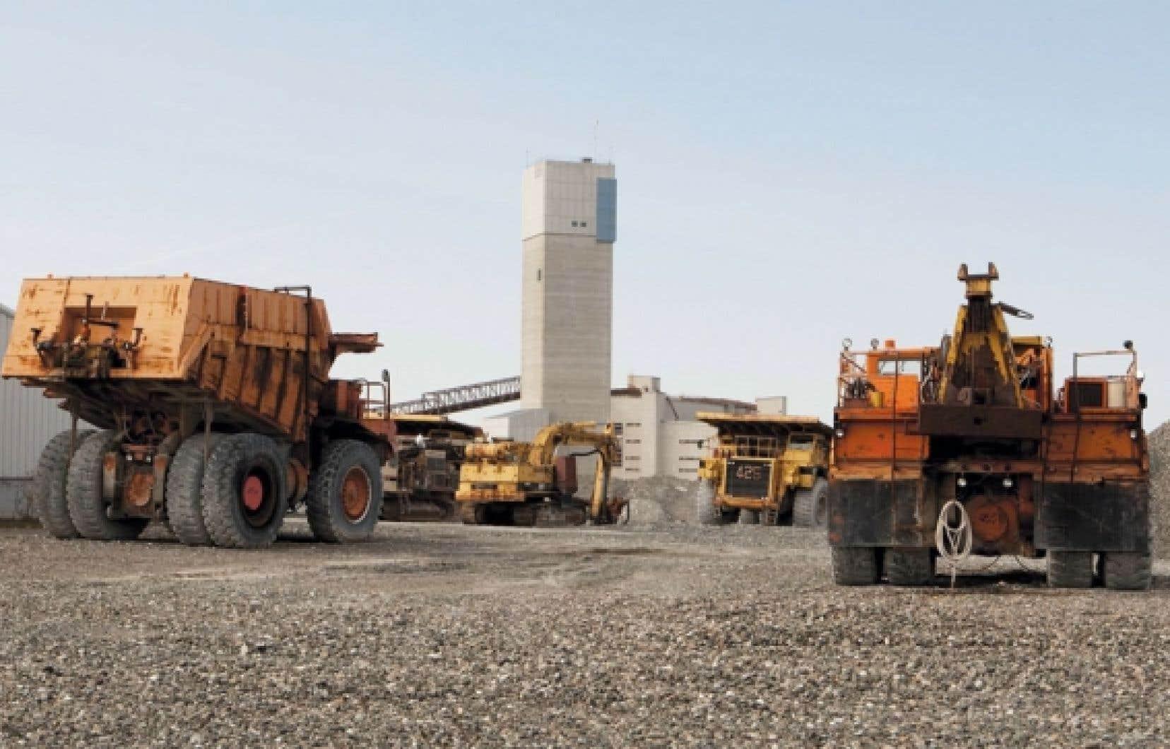 Québec a consenti un prêt de 58 millions pour la réouverture de la mine d'amiante d'Asbestos.
