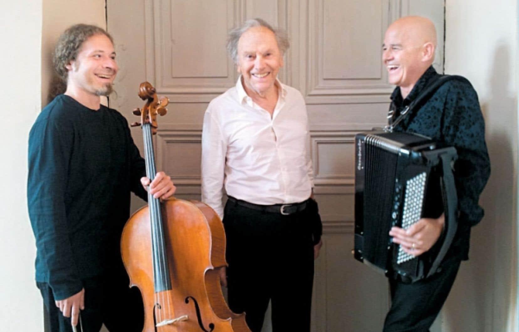 Trintignant est accompagné du violoncelliste Grégoire Korniluk et de l'accordéoniste Daniel Mille.