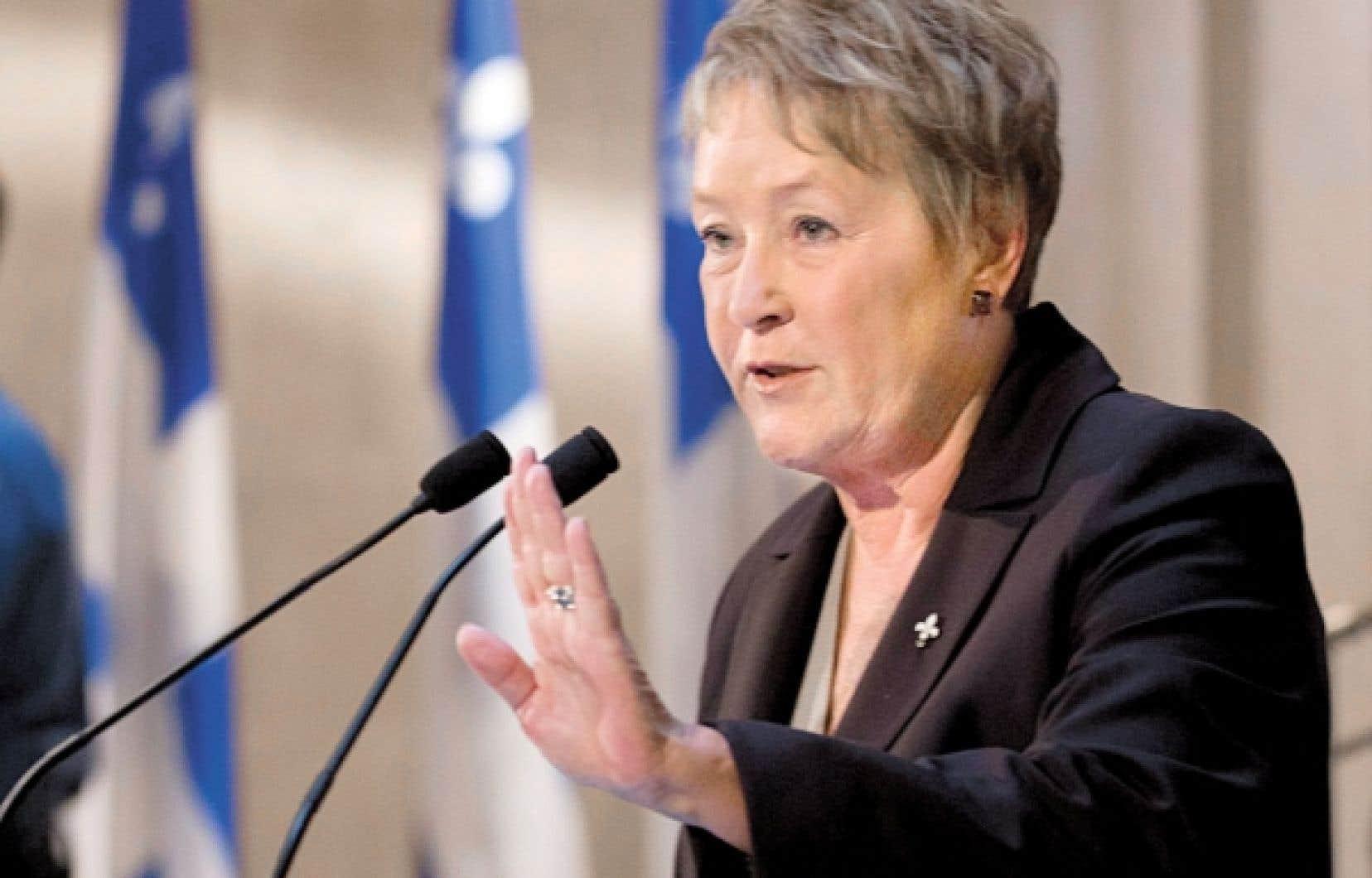 <div> Pauline Marois a indiqu&eacute; que le d&eacute;passement des d&eacute;penses laiss&eacute; par le gouvernement Charest &eacute;tait sup&eacute;rieur &agrave; la somme de 800 millions r&eacute;v&eacute;l&eacute;e par Raymond Bachand.</div>
