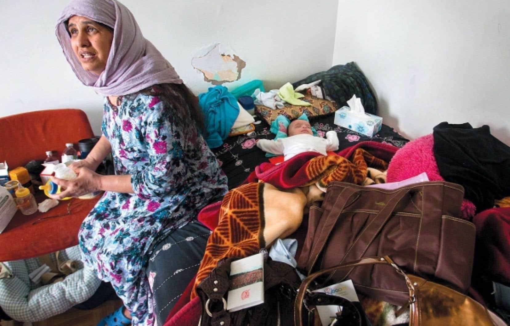 Parmi ceux qui doivent faire appel à un comité de logement pour défendre leurs droits, nombreux sont des immigrants, comme cette femme du quartier Parc-Extension, à Montréal, évacuée de son logement en mai dernier en raison de l'insalubrité des lieux.